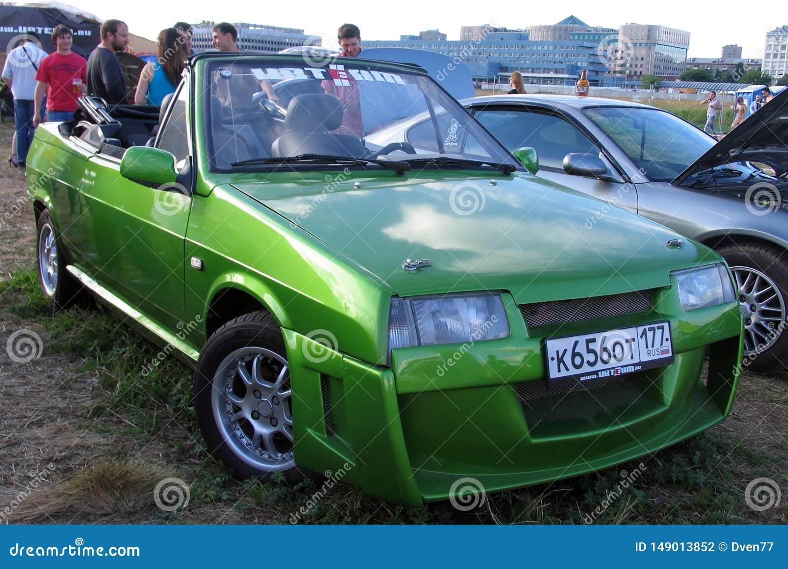 Moscou, Russie - 25 mai 2019 : Vieille automobile de convertible exclusif Voiture russe Lada Vaz Natasha dans la couleur verte ac
