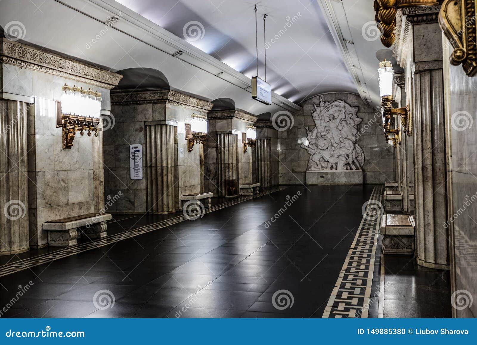 Moscou, Russie 26 peut la station de métro 2019 de Smolenskaya est située au coeur de la ville près de la rue de touristes popula