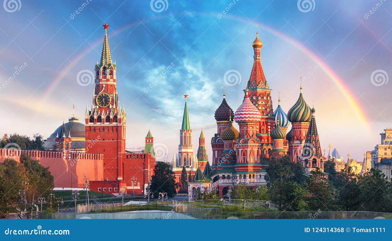 Moscou - vista panorâmica do quadrado vermelho com o Kremlin de Moscou