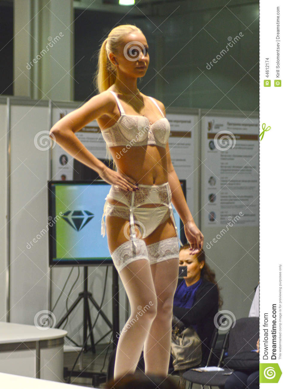 a58a57afd Moscow Lingrie Expo Fashion Show Autumn White Lingrie And Stockings ...
