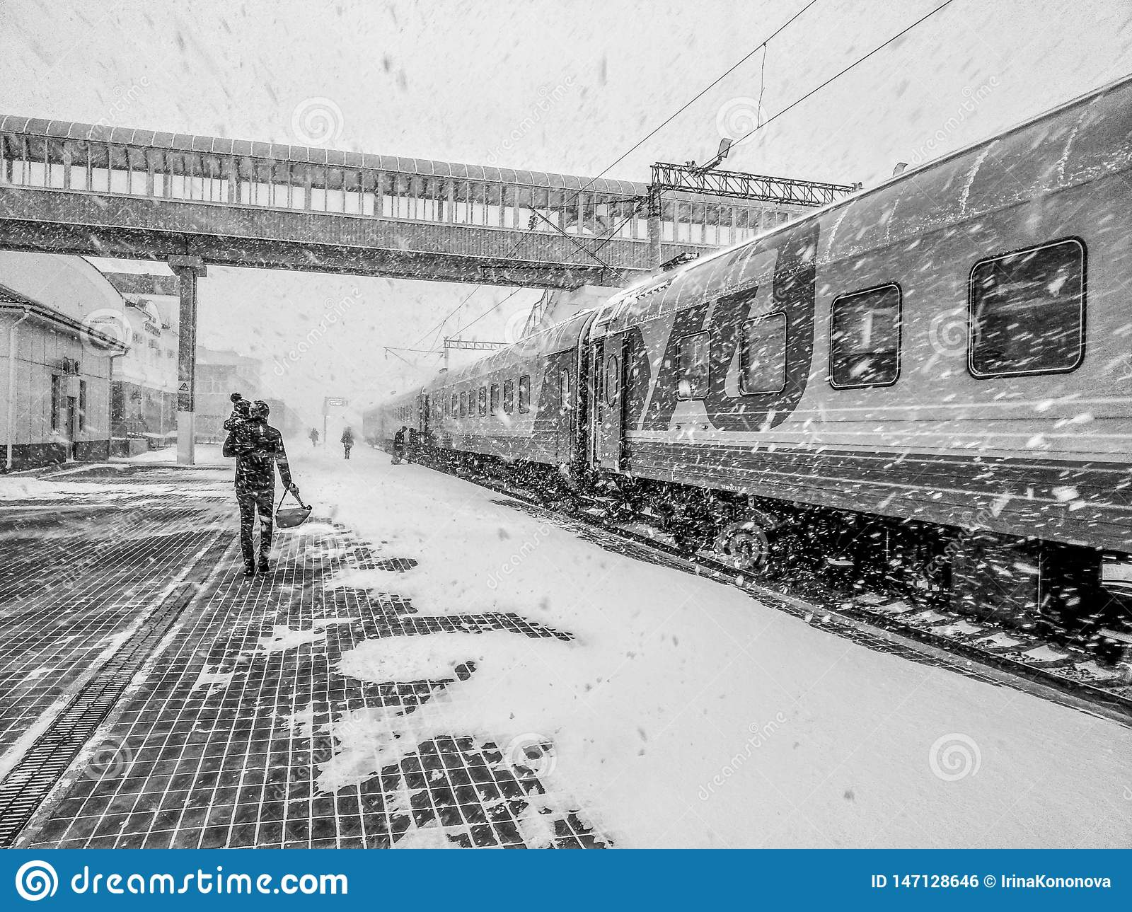 The Moscow-Vladivostok train is at the station. A man with a child is landing