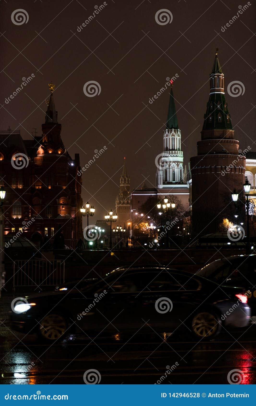 Moskou het Kremlin in de winteravond