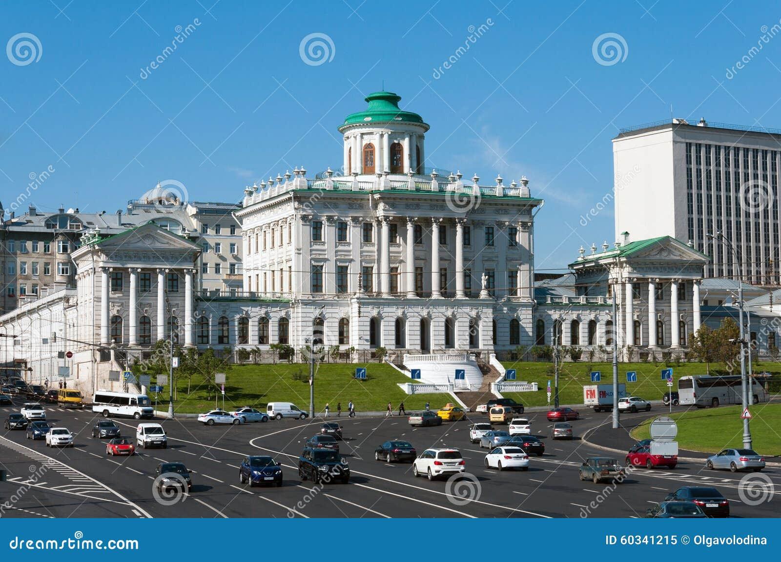 MOSKOU, RUSLAND - 13 04 2015 Het oude herenhuis van de 18de eeuw - het Pashkov-Huis Momenteel, de Russische Bibliotheek van de St