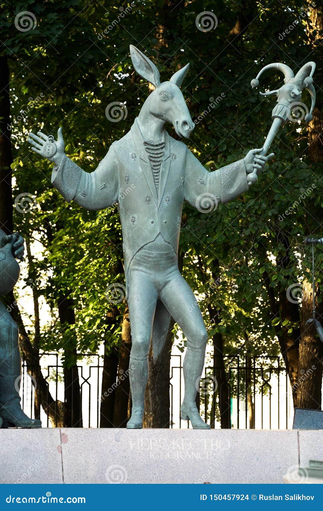 Moskou, Rusland - Juli 24, 2008: De kinderen zijn de Slachtoffers van Volwassen die Ondeugden is een groep bronsbeeldhouwwerken d