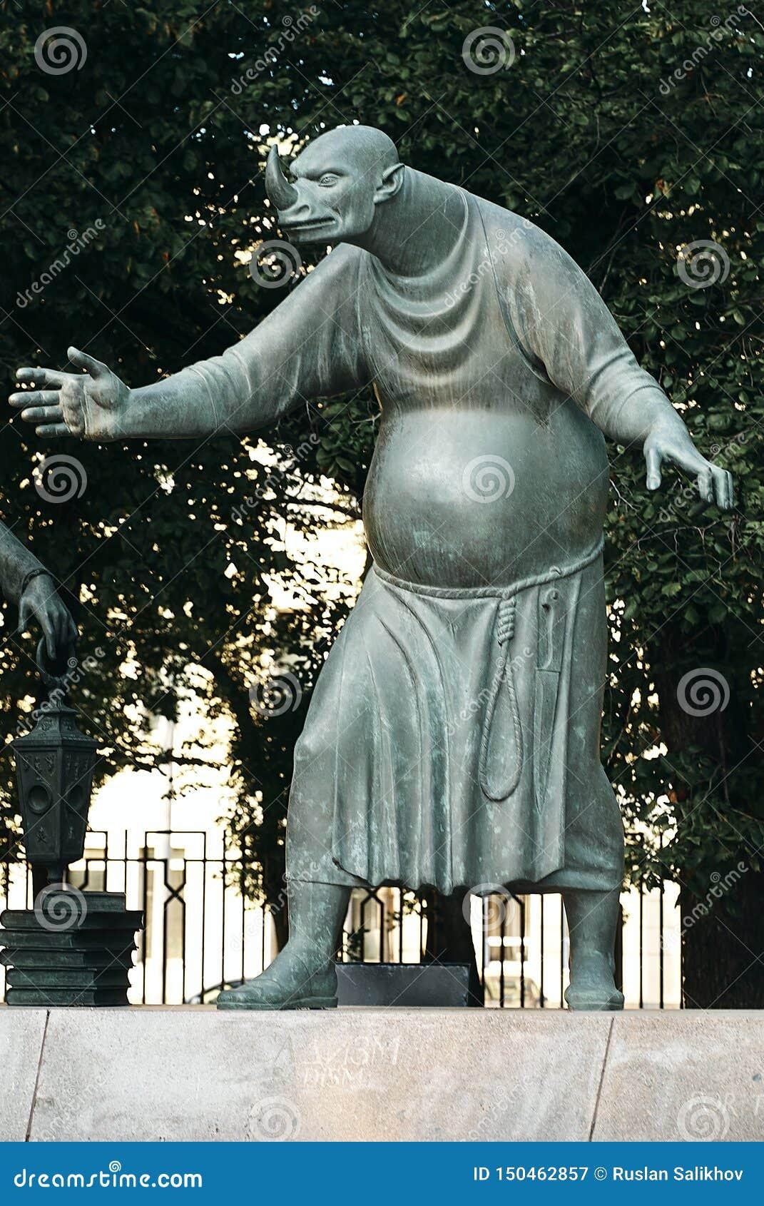 Moskou, Rusland - Juli 24, 2008: De kinderen zijn de Slachtoffers van Volwassen Ondeugden is een groep bronsbeeldhouwwerken die d