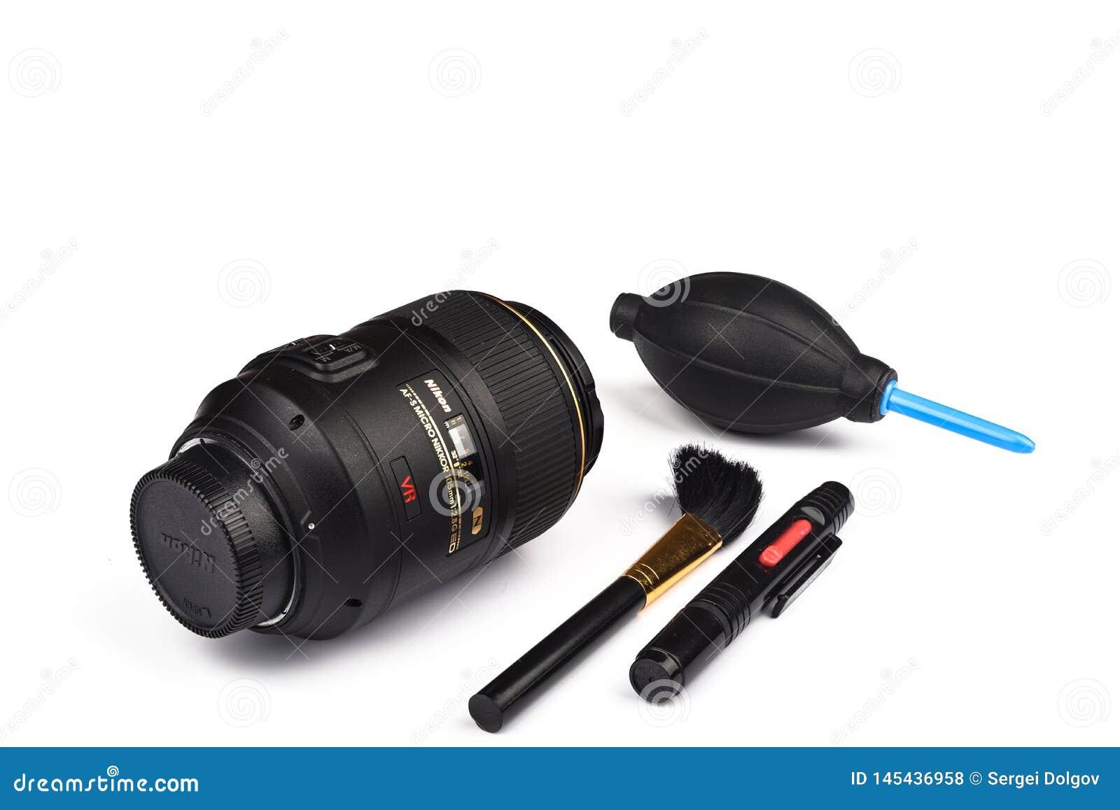 Moskou, Russische Federatie - 20 April, 2019 Af-s Micro Nikkor 105mm f2 8 de lens van G ED voor de Camera s van Nikon DSLR
