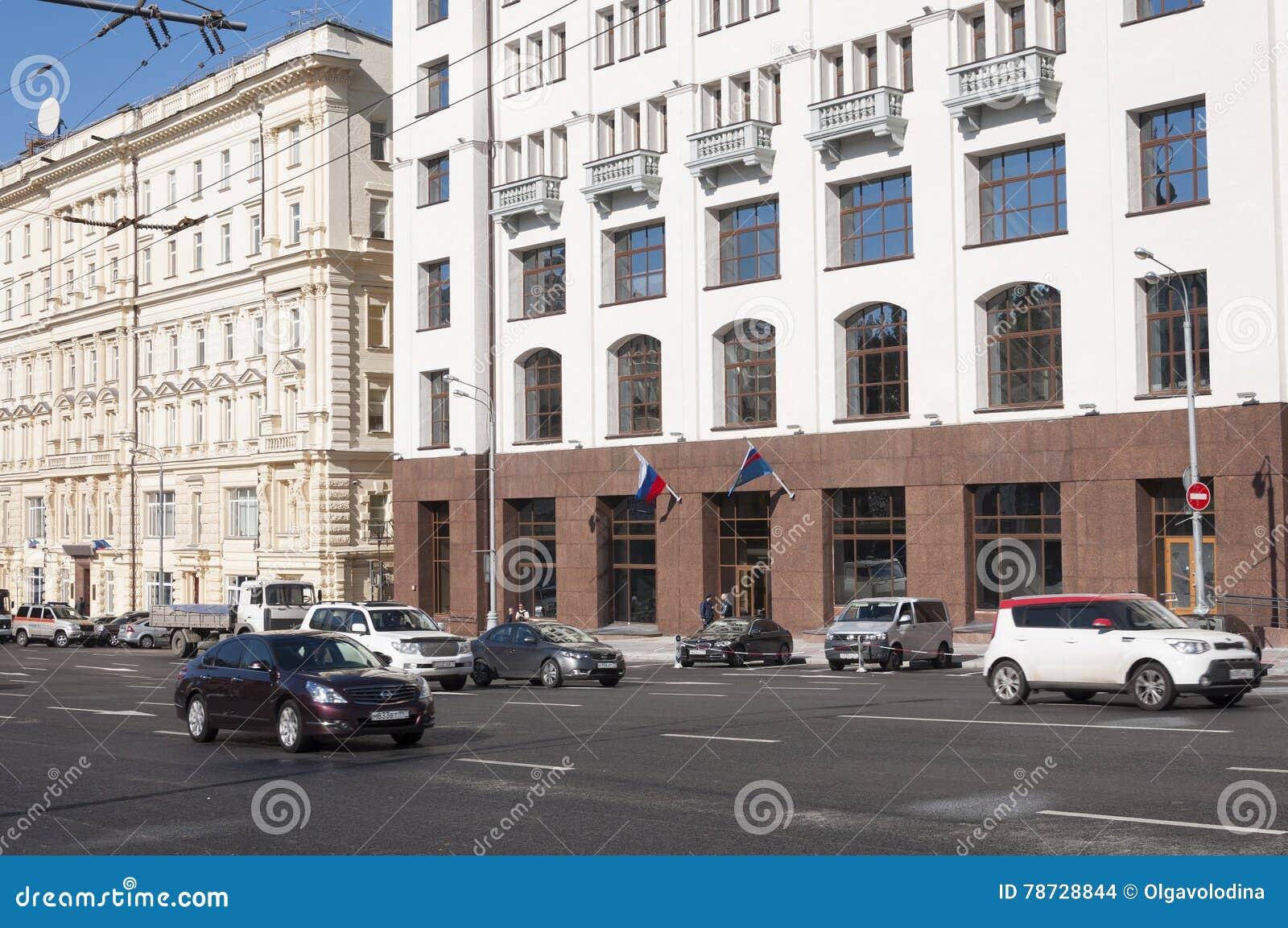 Moskva Ryssland 21 09 2015 Allmän sikt och trafiken på teatergatan