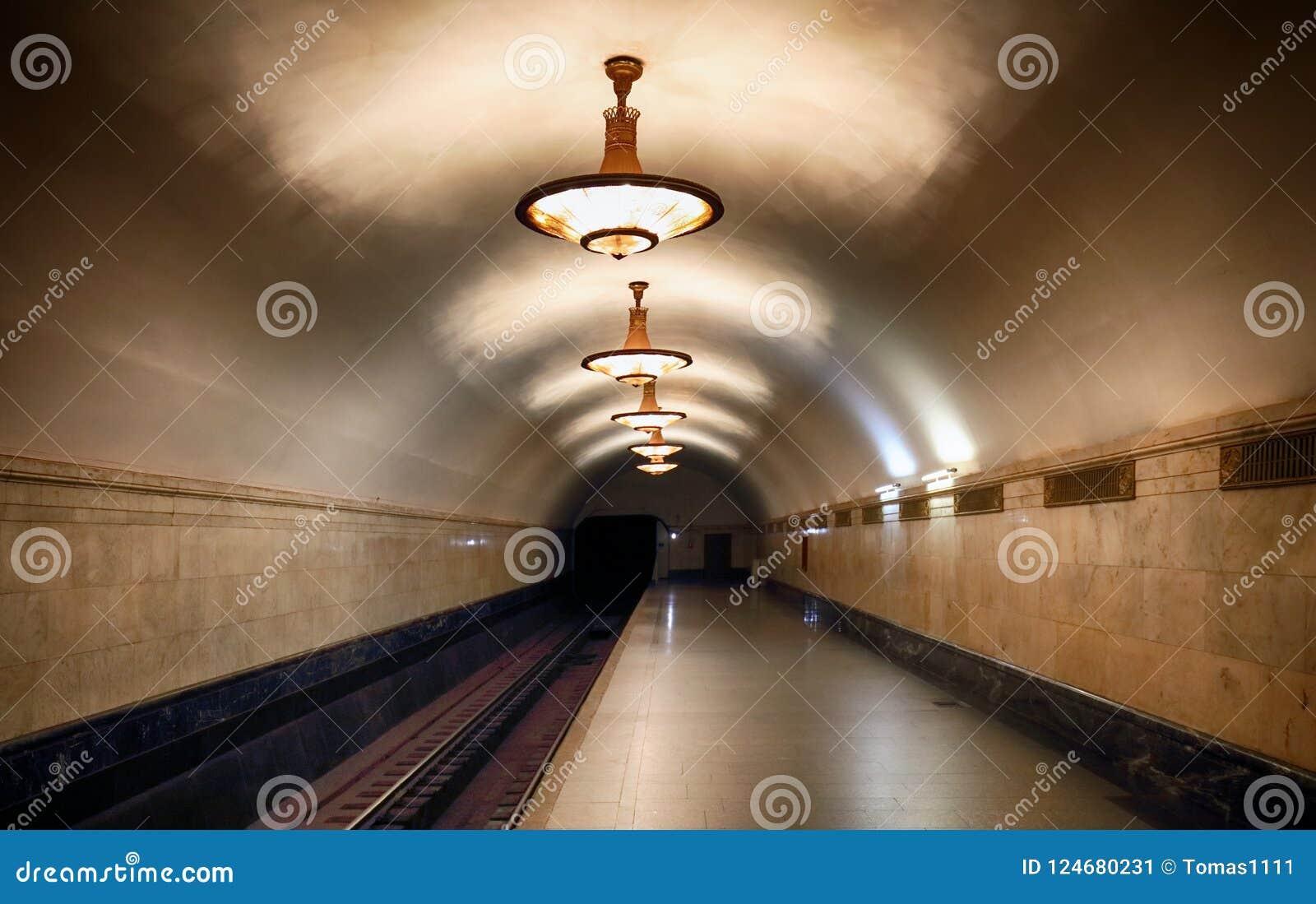MOSKVA RYSSLAND - AUGUSTI 4, 2018: Tunnelbanastation Novoslobodskaya Nolla