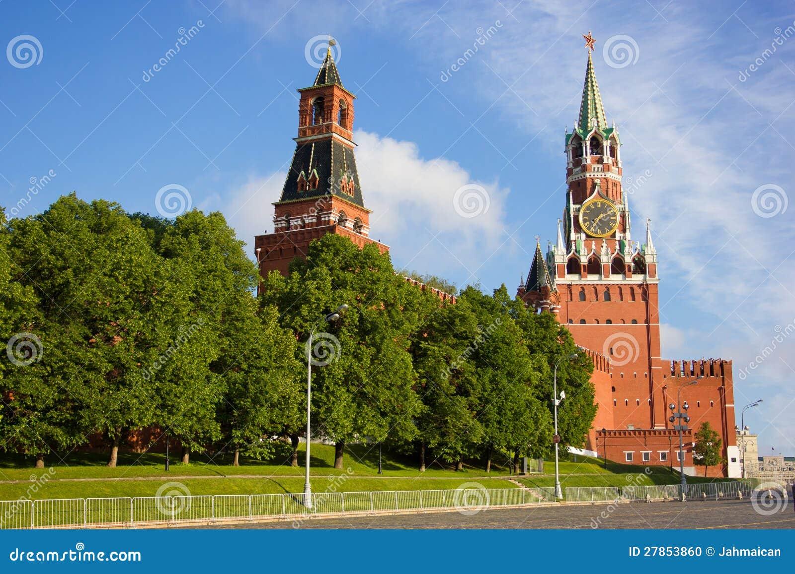 Moskwa Kremlin góruje