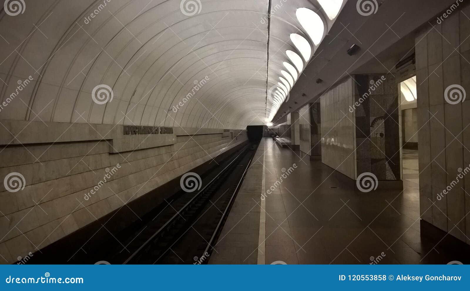Moskwa, Rosja, metropolita, ` Krestyanskaya Zastava ` stacja metru, Peron na staci metru