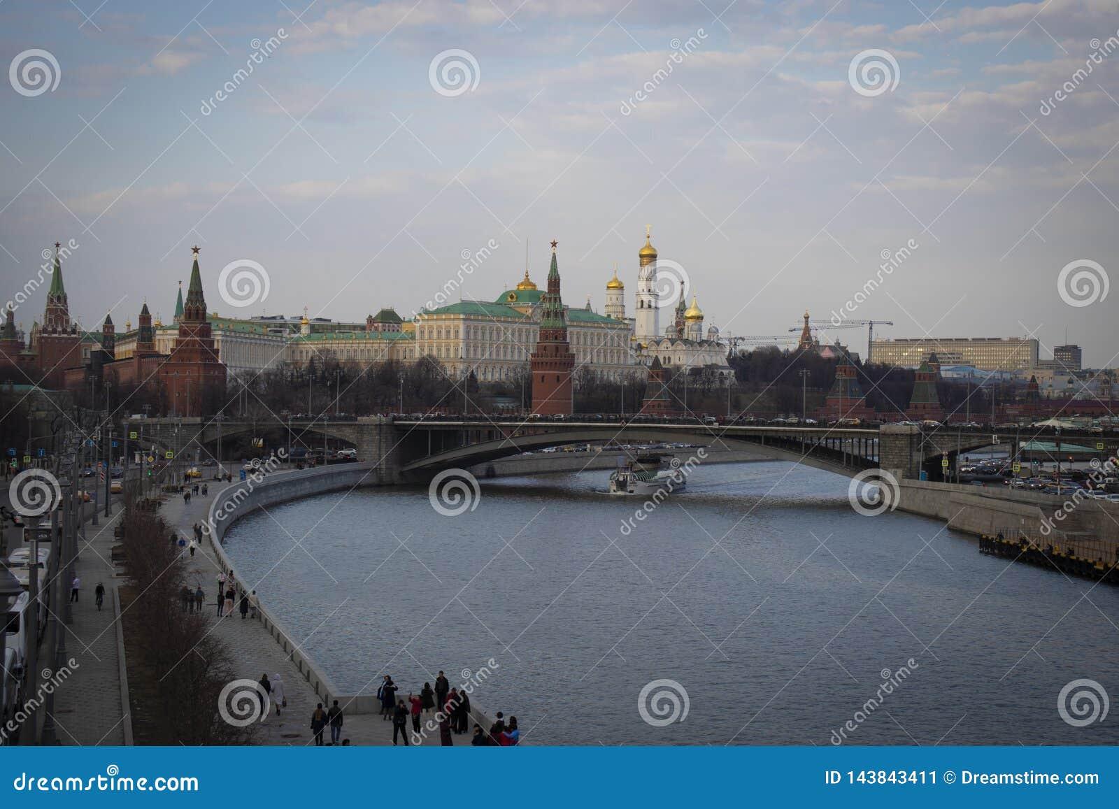 Moskwa! Rzeczny Moskwa i Kremlin
