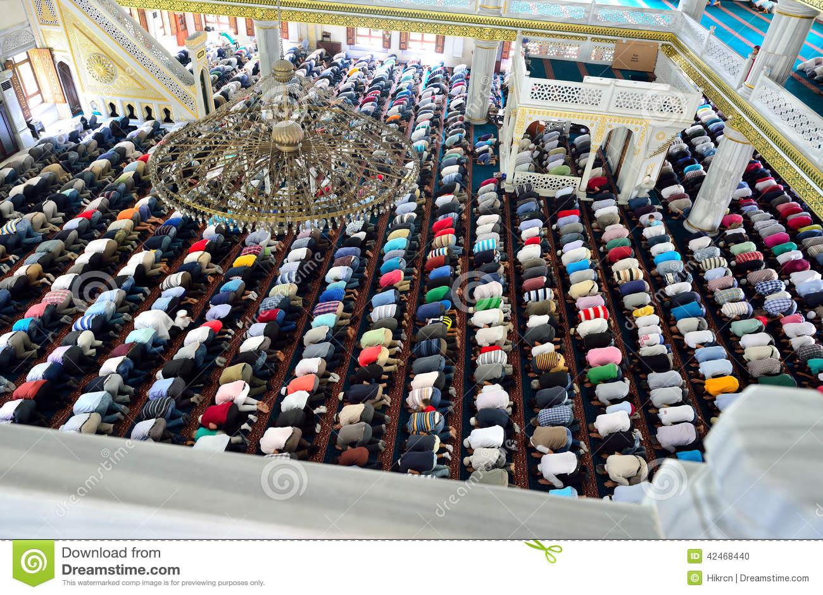 Moslems während Freitag-Gebete in der Versammlung in der Masse