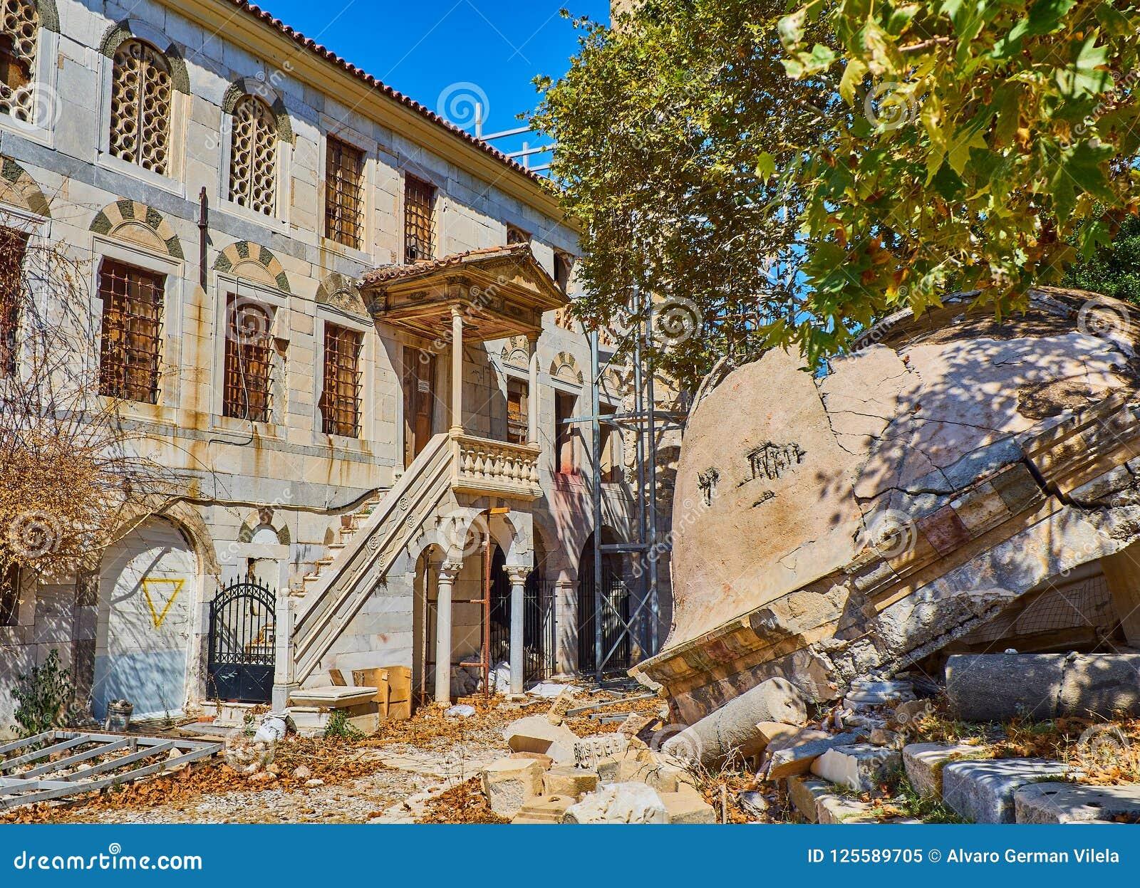 Mosquée de Gazi Hassan Pasha et l arbre de Hippocrate Kos, Greec