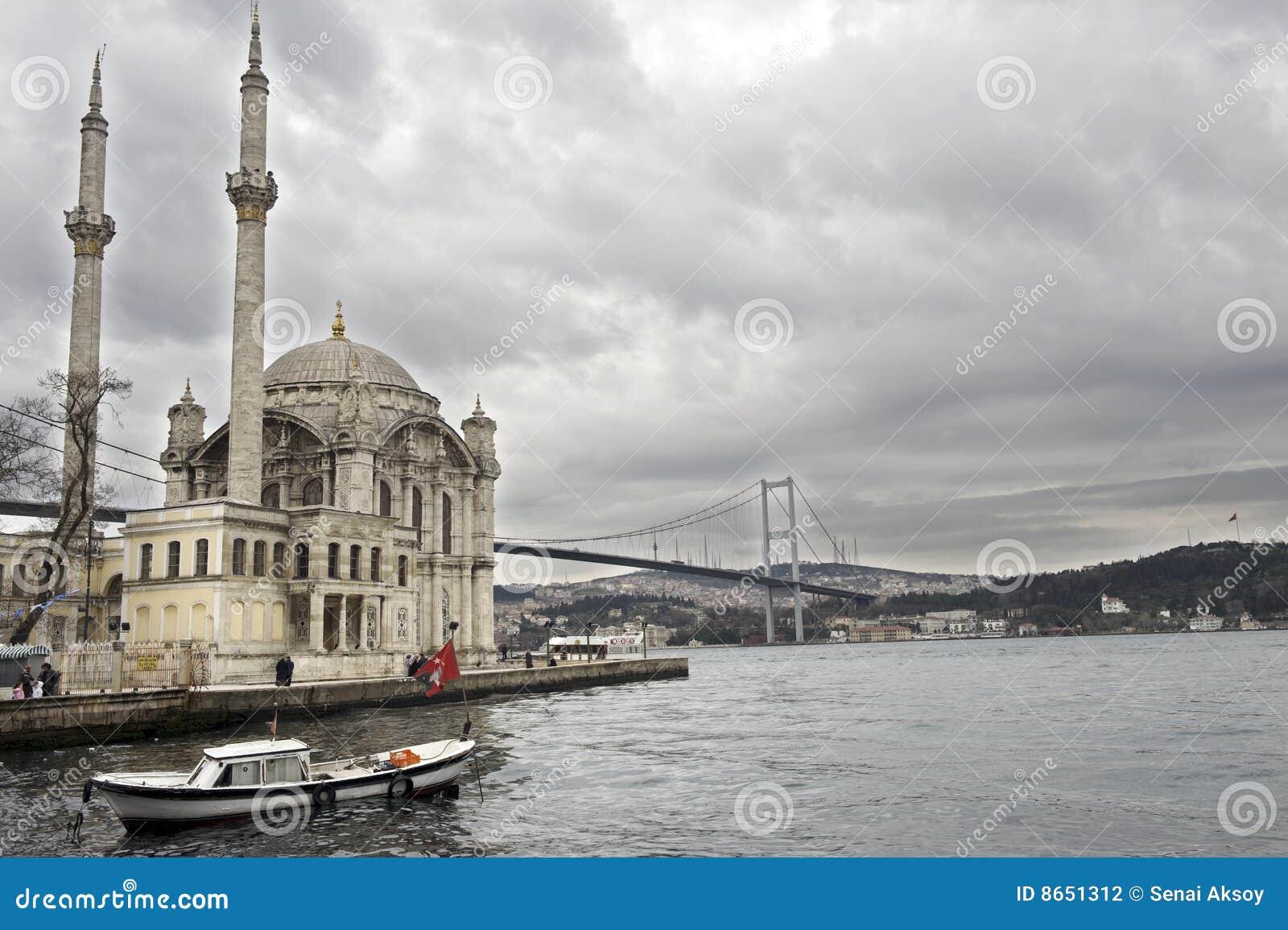 Mosquée de passerelle de bosporus ortakoy