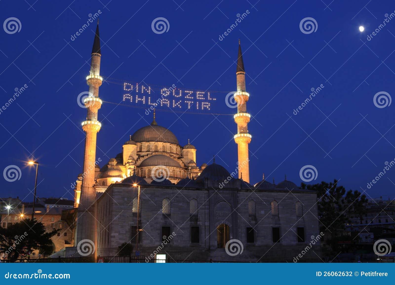 Mosquée neuve dans Ramadan à Istanbul, Turquie