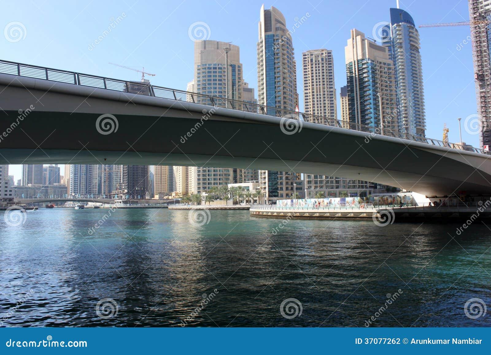 Download Most łączy Dubaj Marina zdjęcie stock. Obraz złożonej z powierzchowność - 37077262
