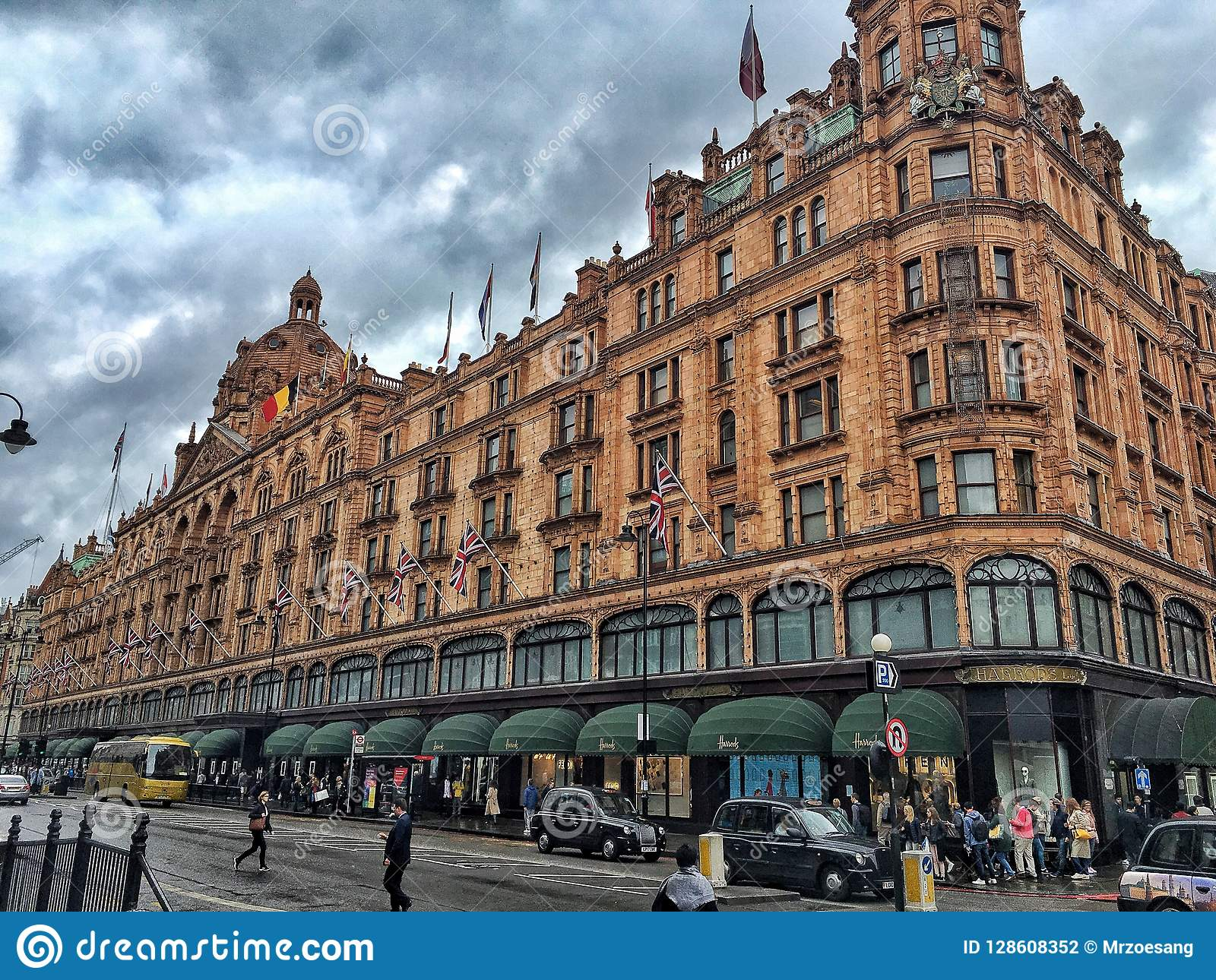 Harrods, the world's most famous department store online with the latest men's and women's designer fashion, luxury gifts, food and accessories.