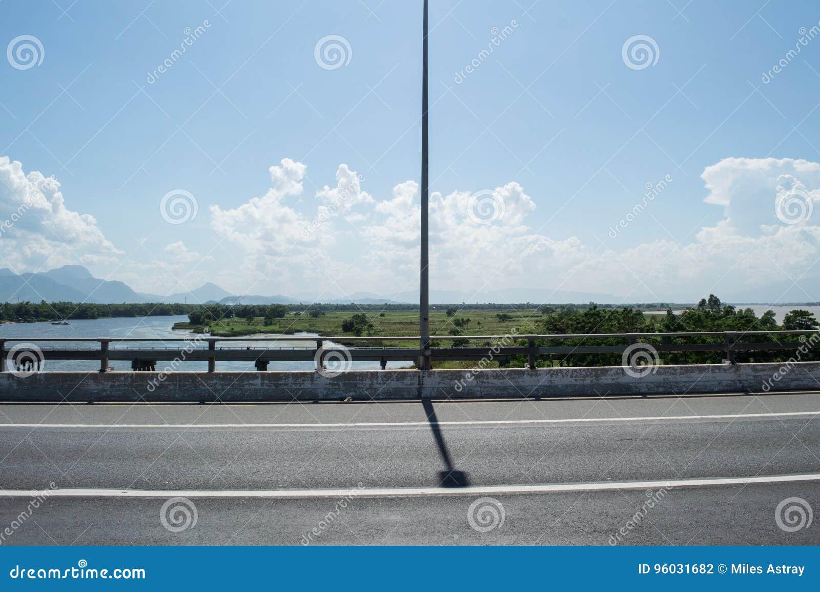 Most i Dwa rzeki blisko Hoi, Wietnam