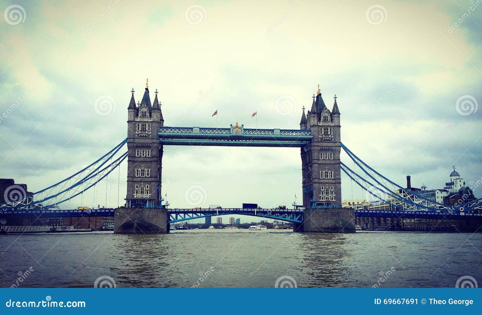 Most London stara łódź