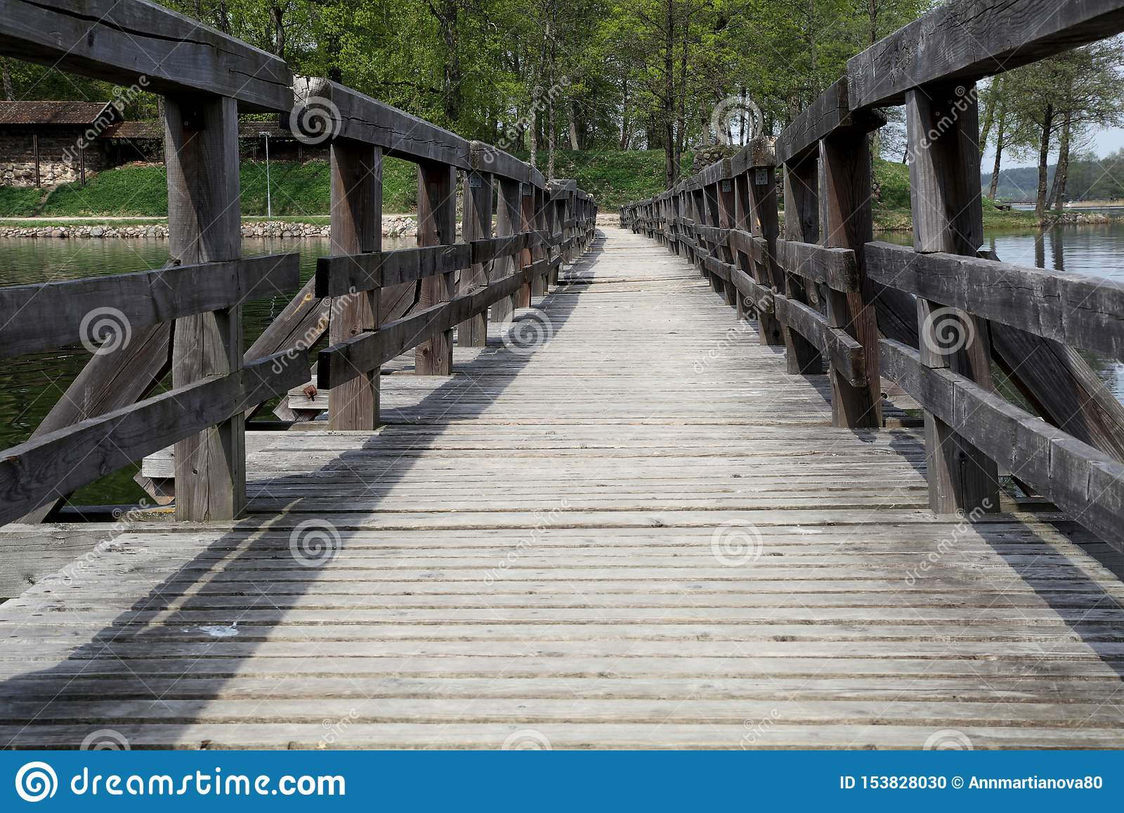 Most nad rzeczny drewnianym