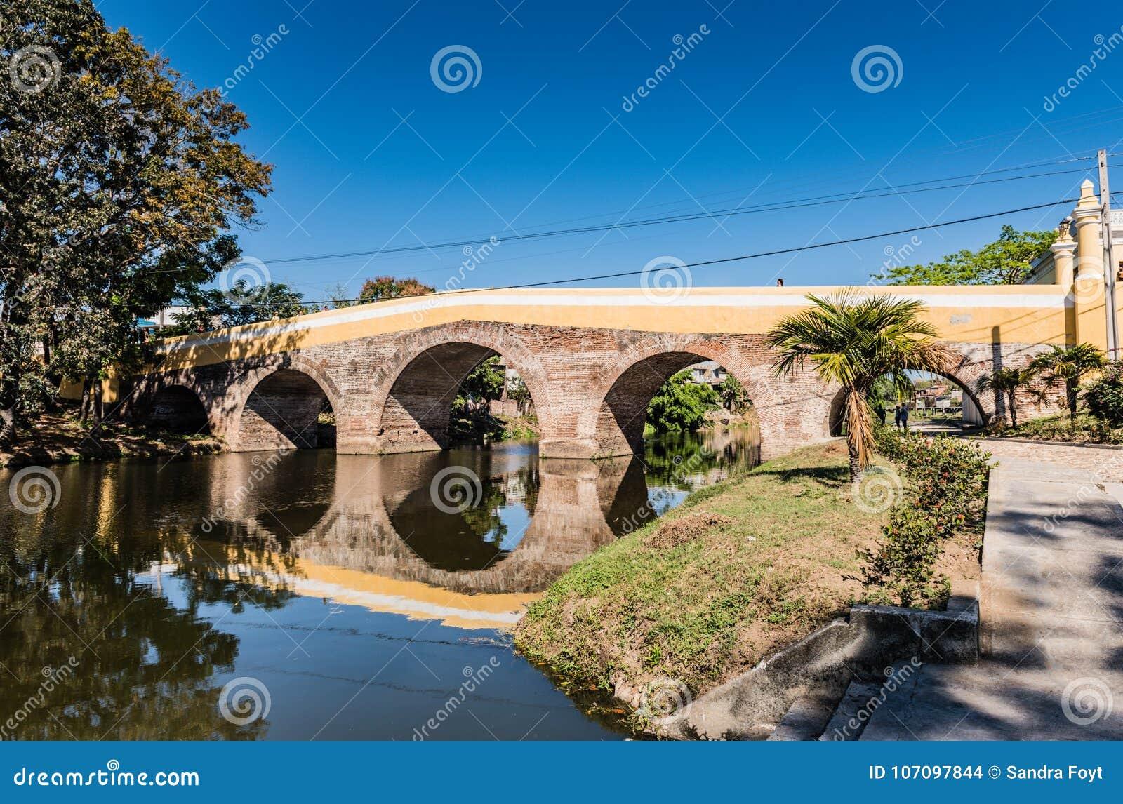 Most Nad Yayabo rzeką