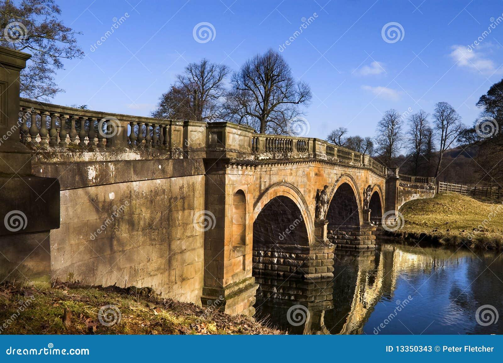 Most nawiedzający