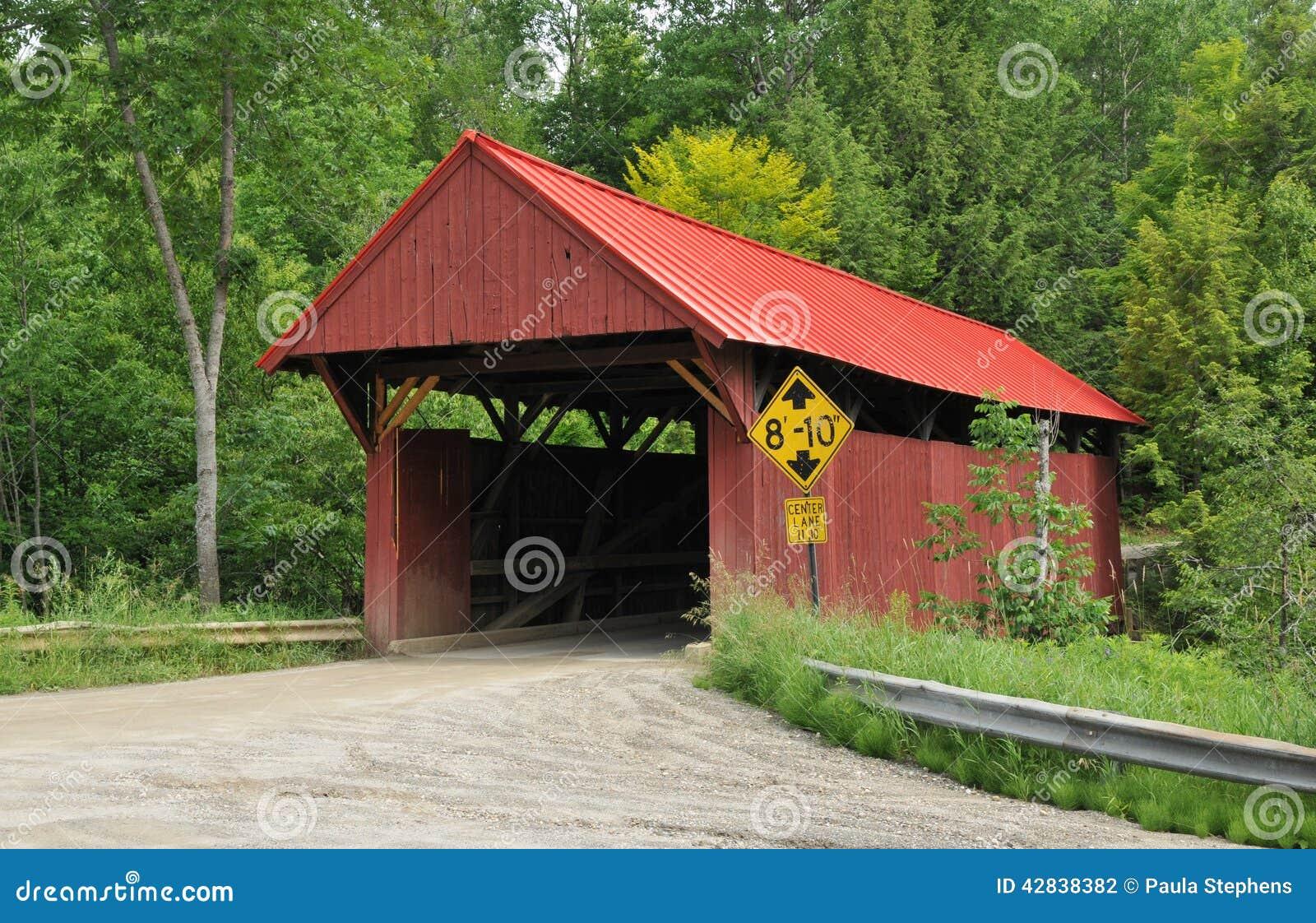 Most objęta czerwony