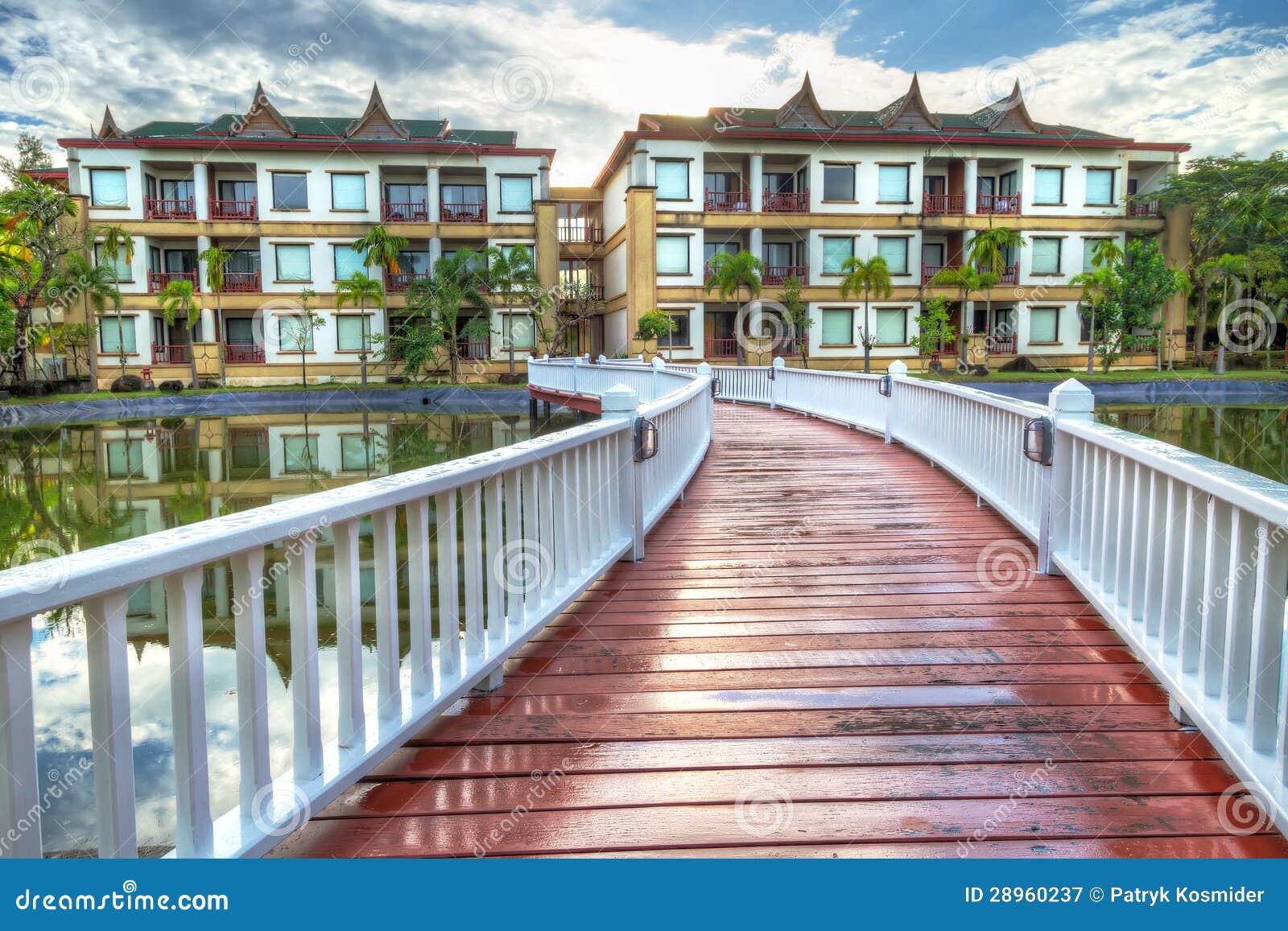 Most orientalny stylowy kurort w Tajlandia