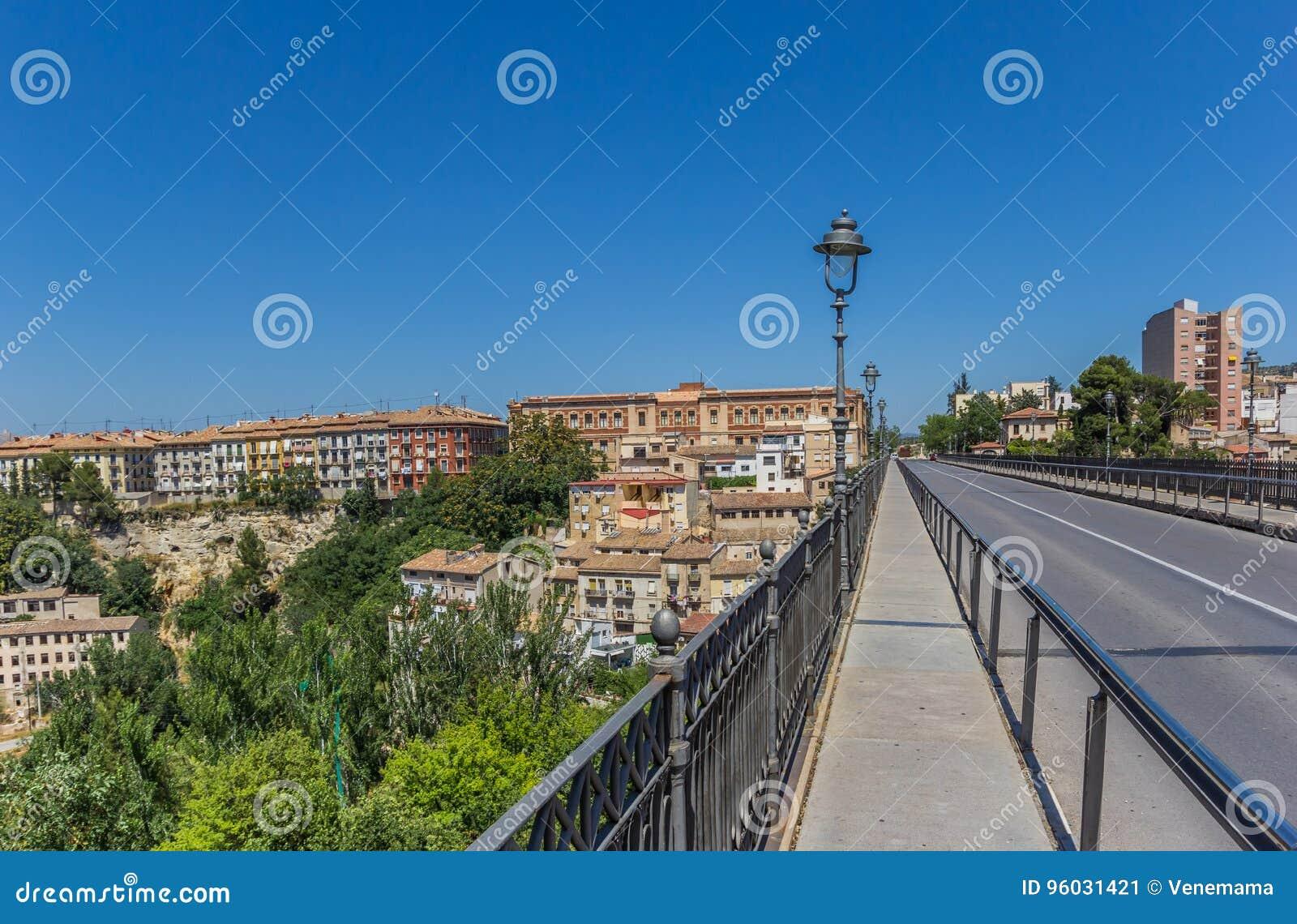Most prowadzi historyczny centrum Alcoy