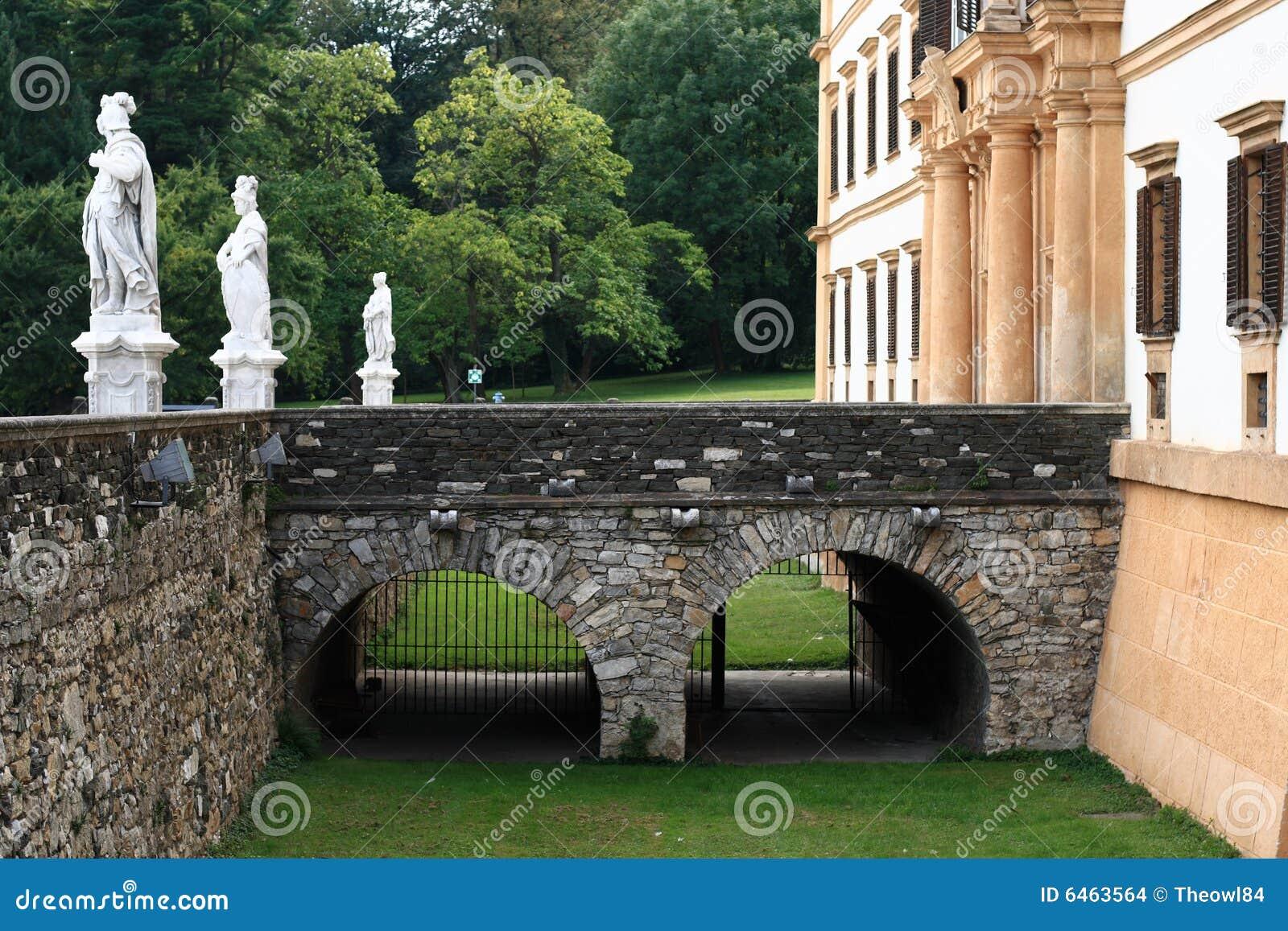 Most zamku kamień
