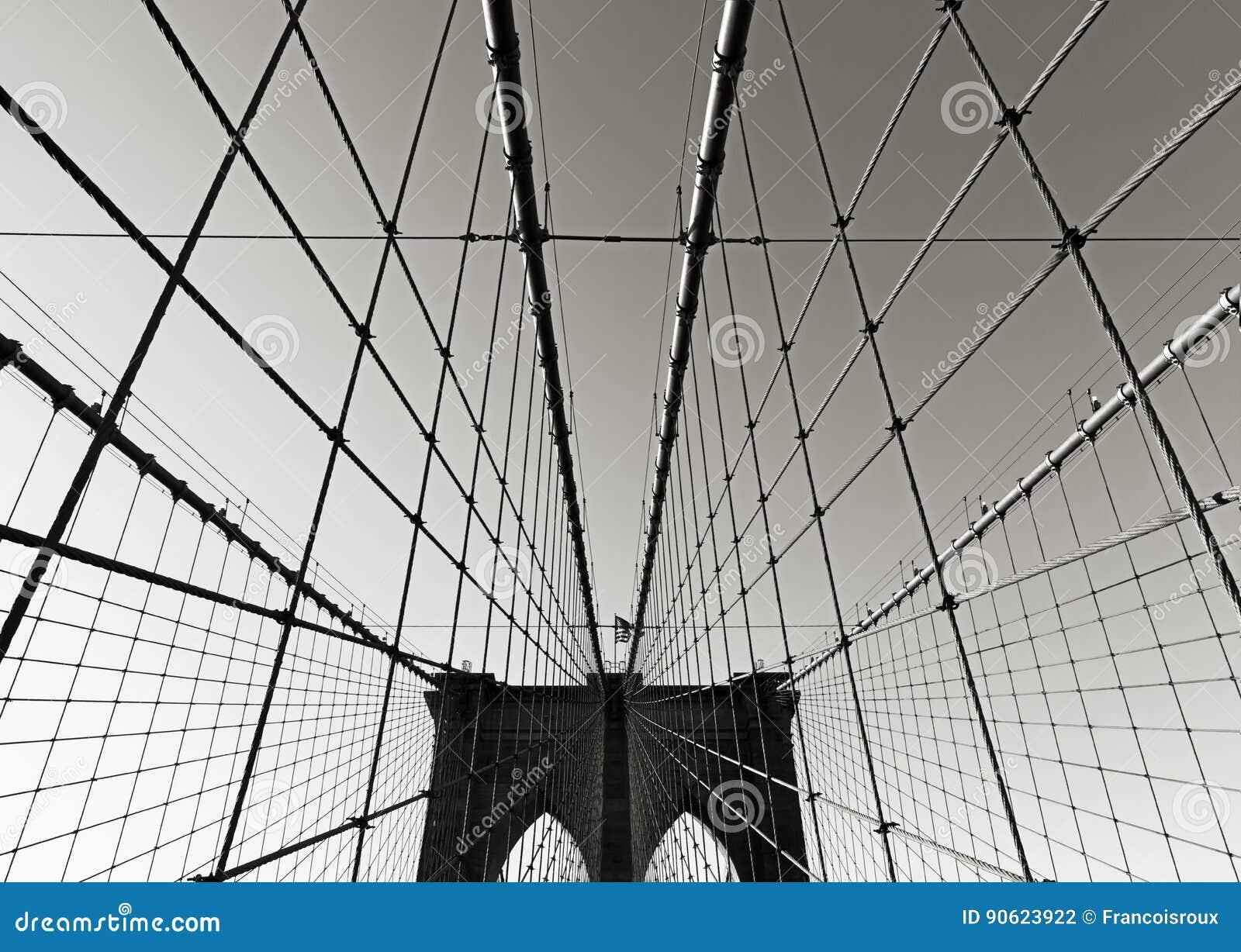Mosta Brooklyńskiego wierza w Czarnym & Białym, z symetrycznym zawieszeniem depeszuje, Miasto Nowy Jork