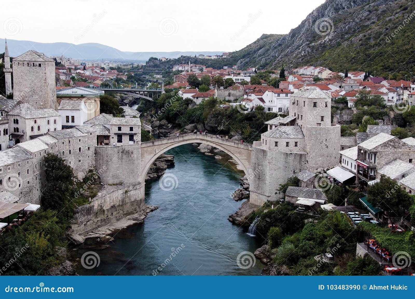 Mostar - ponte velha de um outro ângulo