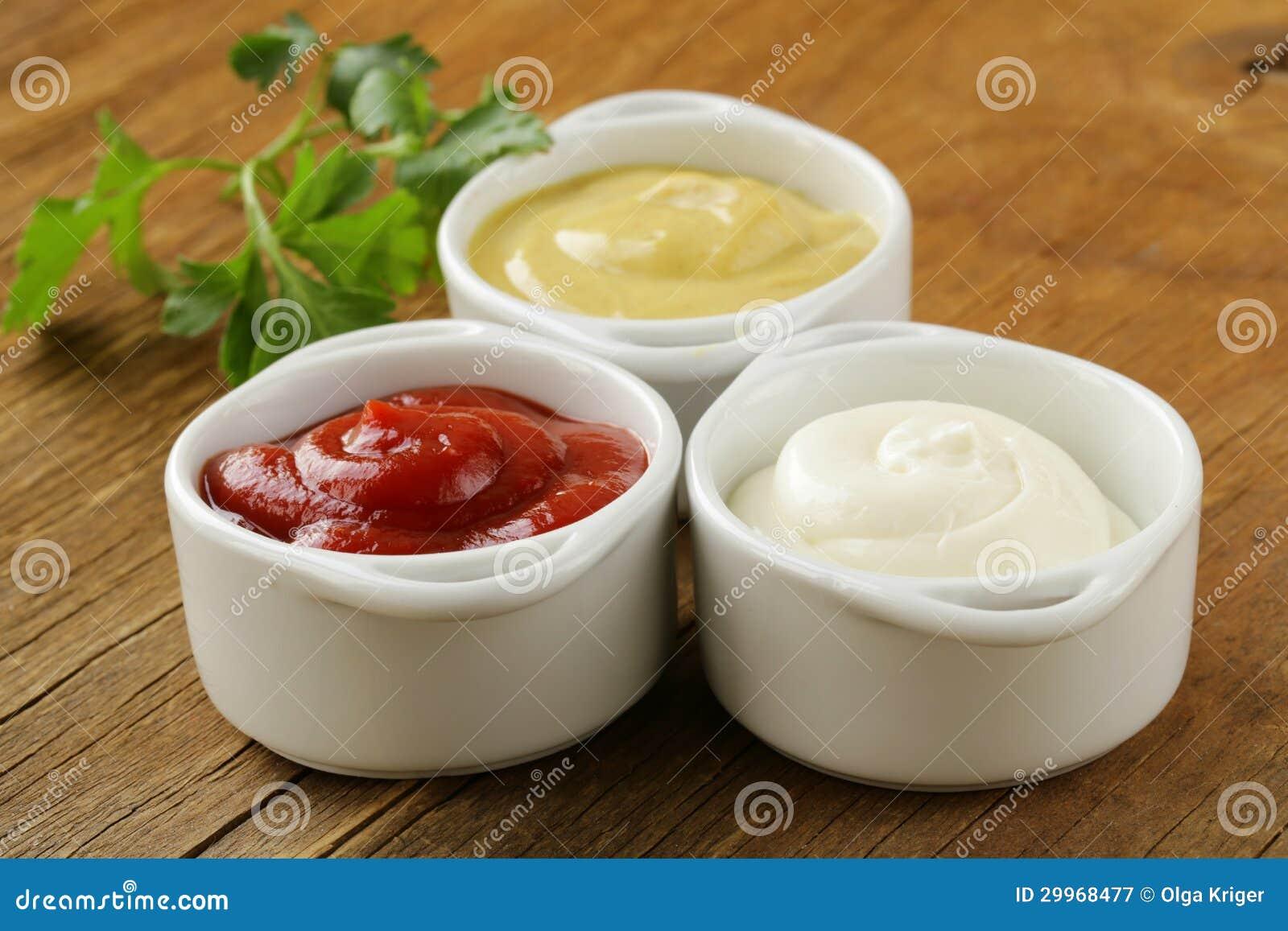 Mosterd, ketchup en mayonaise - drie soortensausen