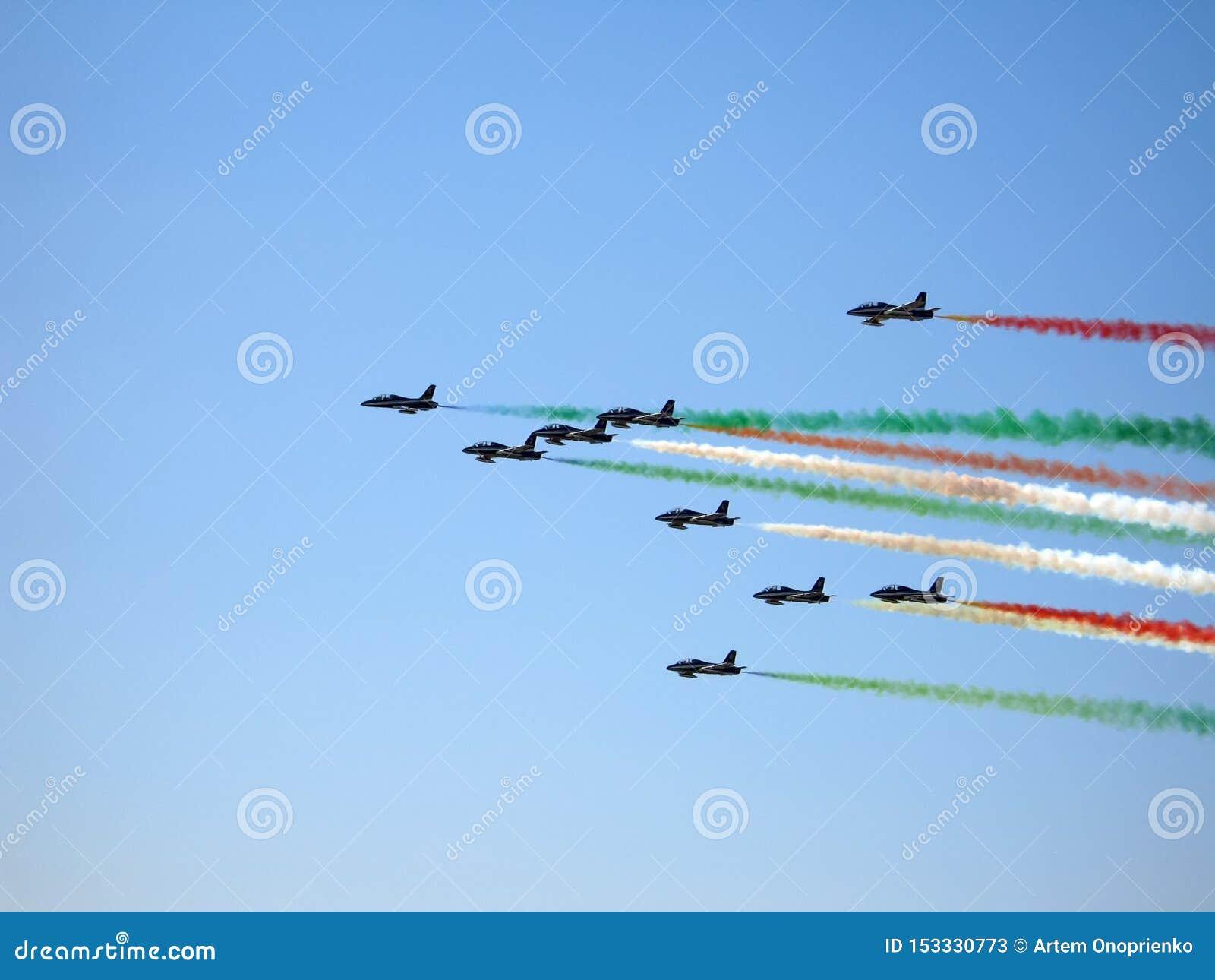 Mostra aeroespacial MAKS-2009 de Moscou Em agosto de 2009 O demoteam italiano Frecce TRICOLORI DEMONSTRA O VOO
