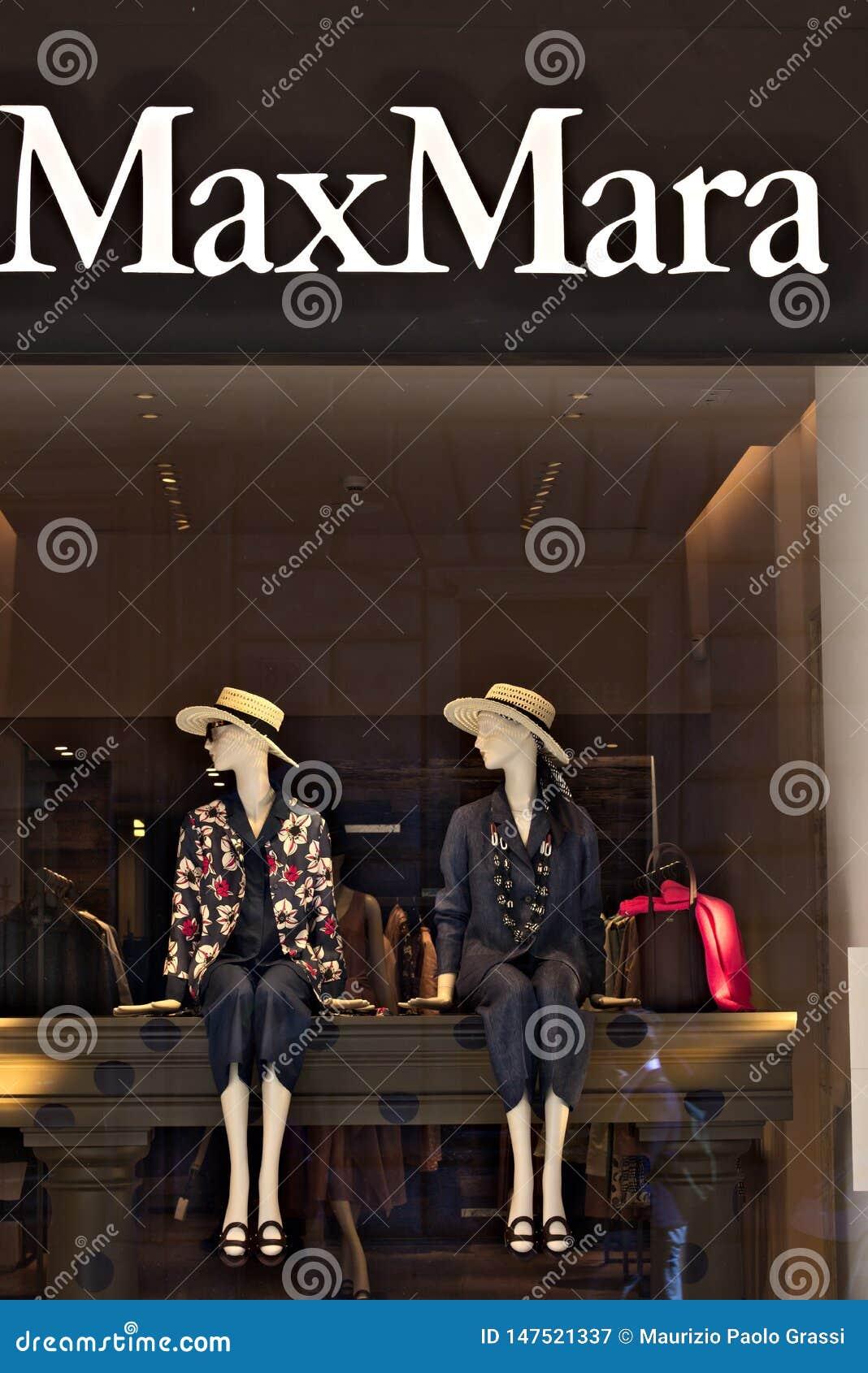 Mostra da loja de Max Mara dentro através de Condotti