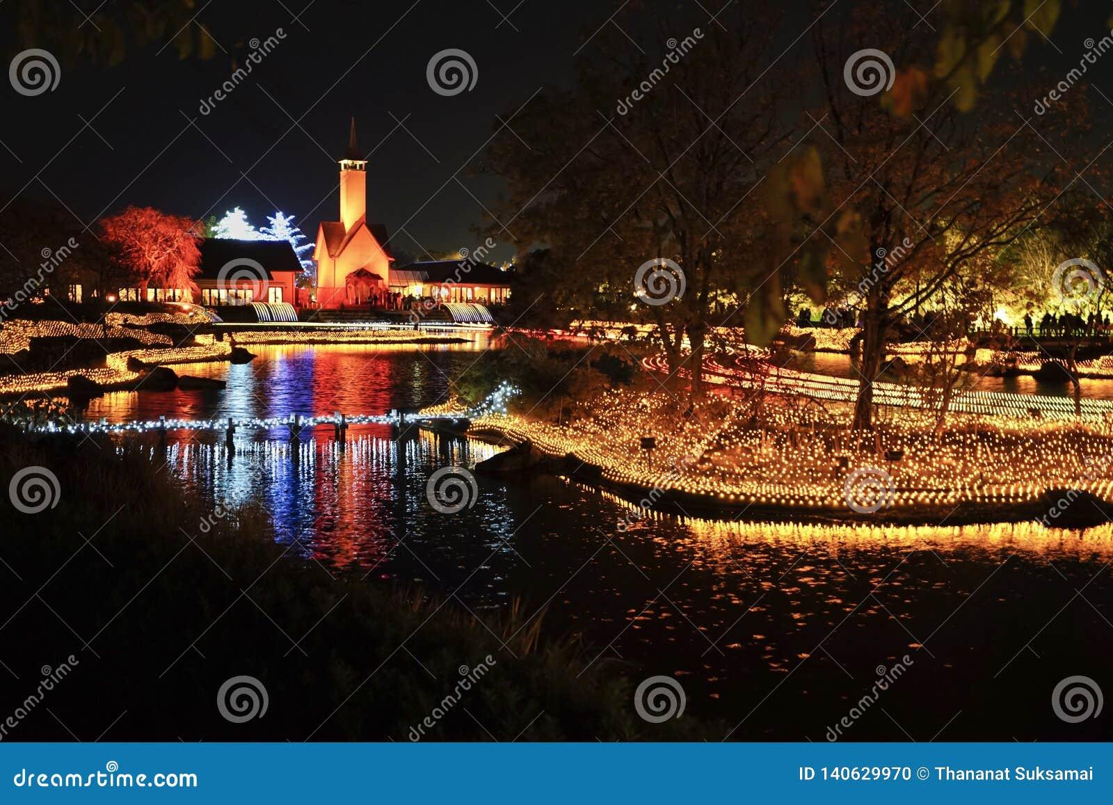 Mostra do evento da iluminação do inverno na noite em Nabana nenhum jardim de Sato