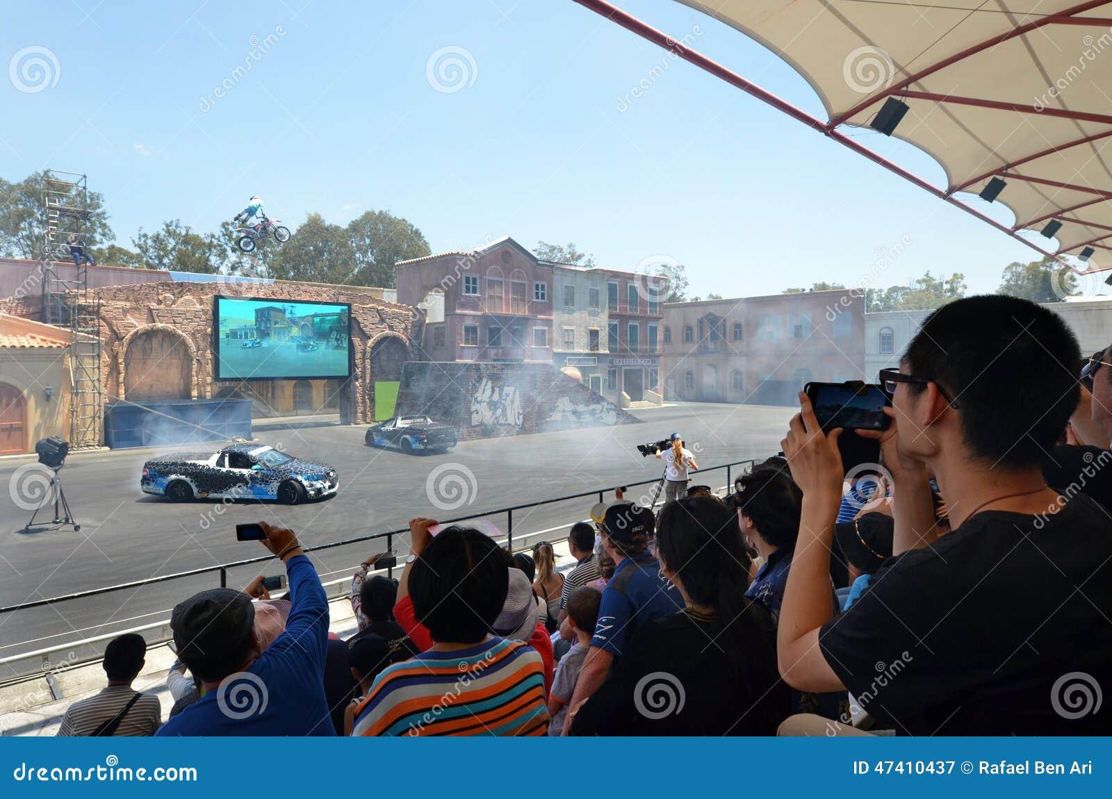 Mostra do motorista 2 do conluio de Hollywood no mundo Gold Coast do filme