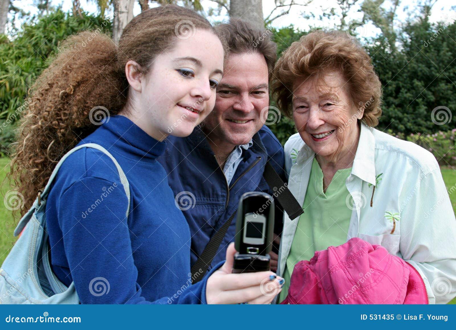 Mostrando fora o telefone novo