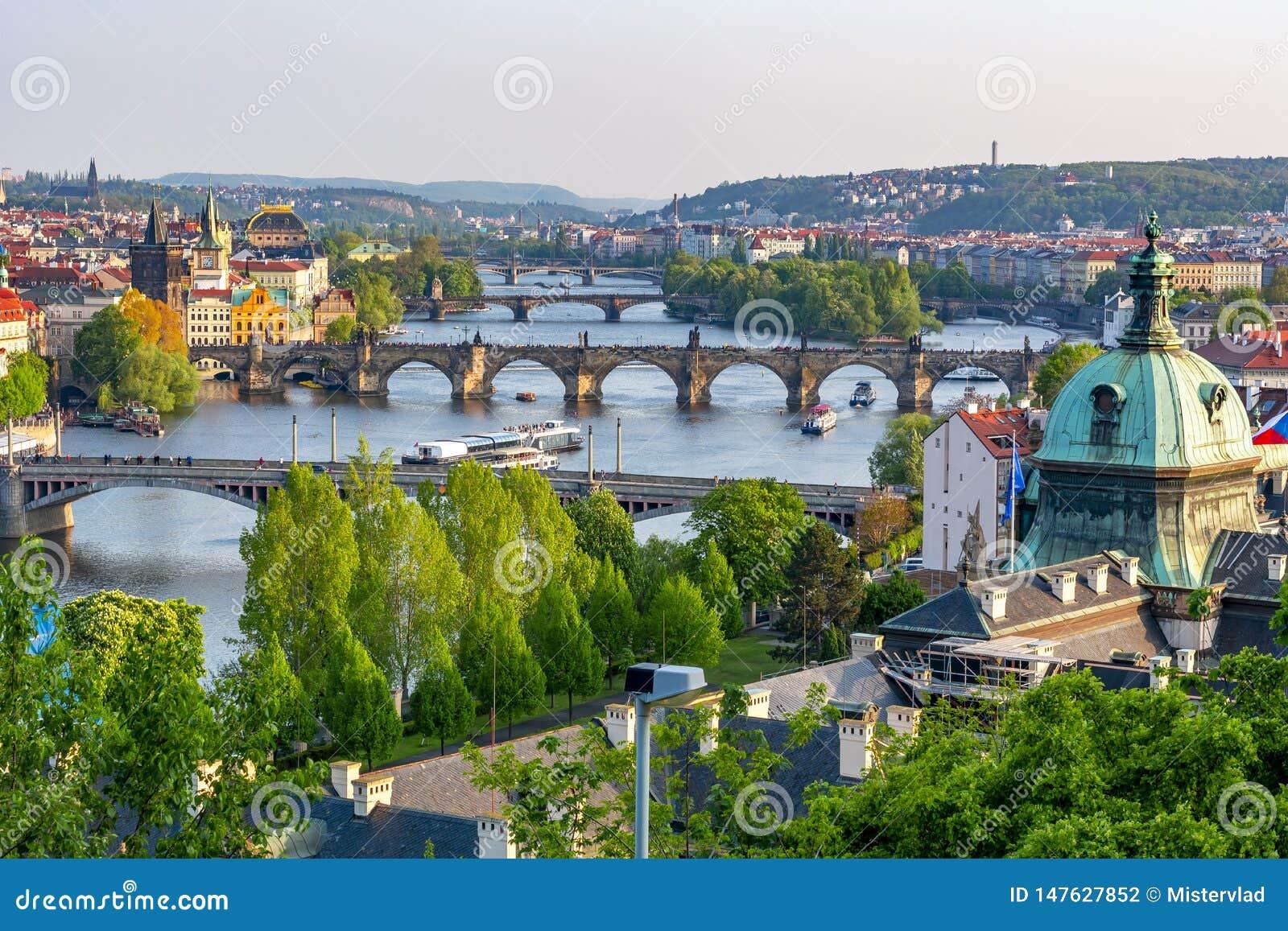 Mosty nad Vltava rzek?, Praga, republika czech