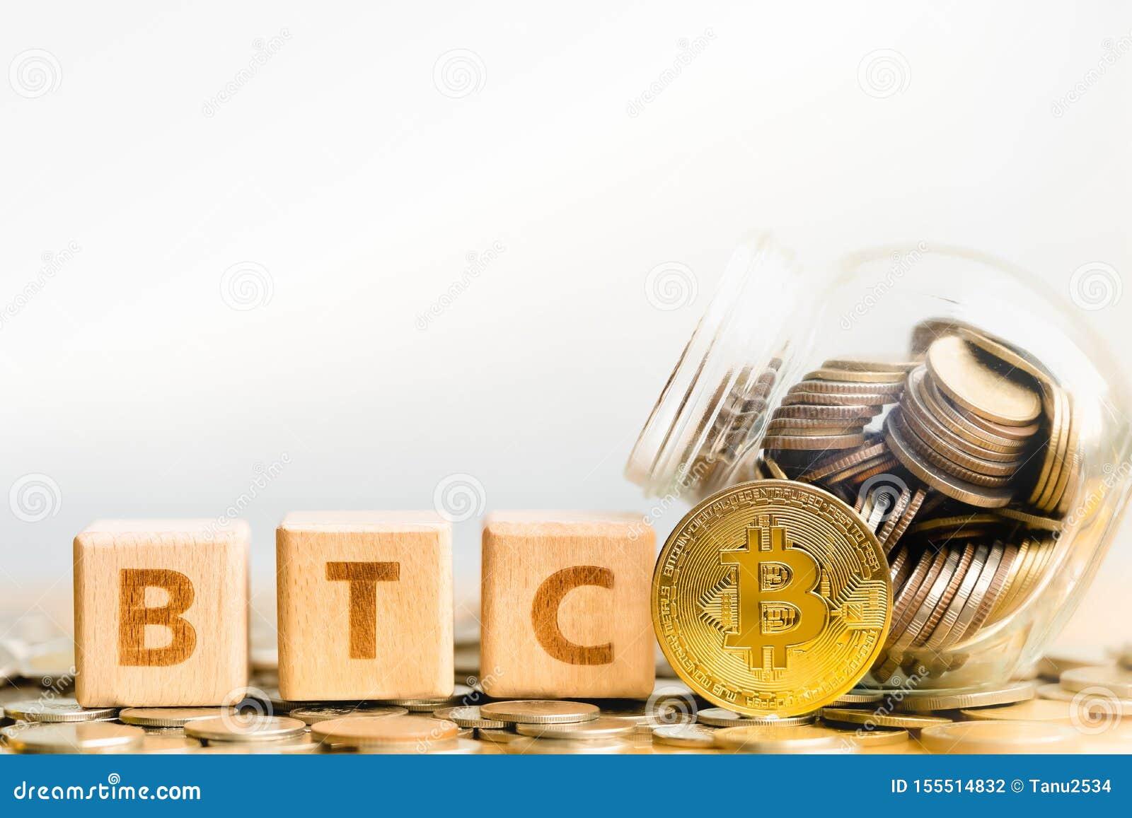 Mot BTC de pièces de monnaie de BitcoinBTC et de bloc en bois