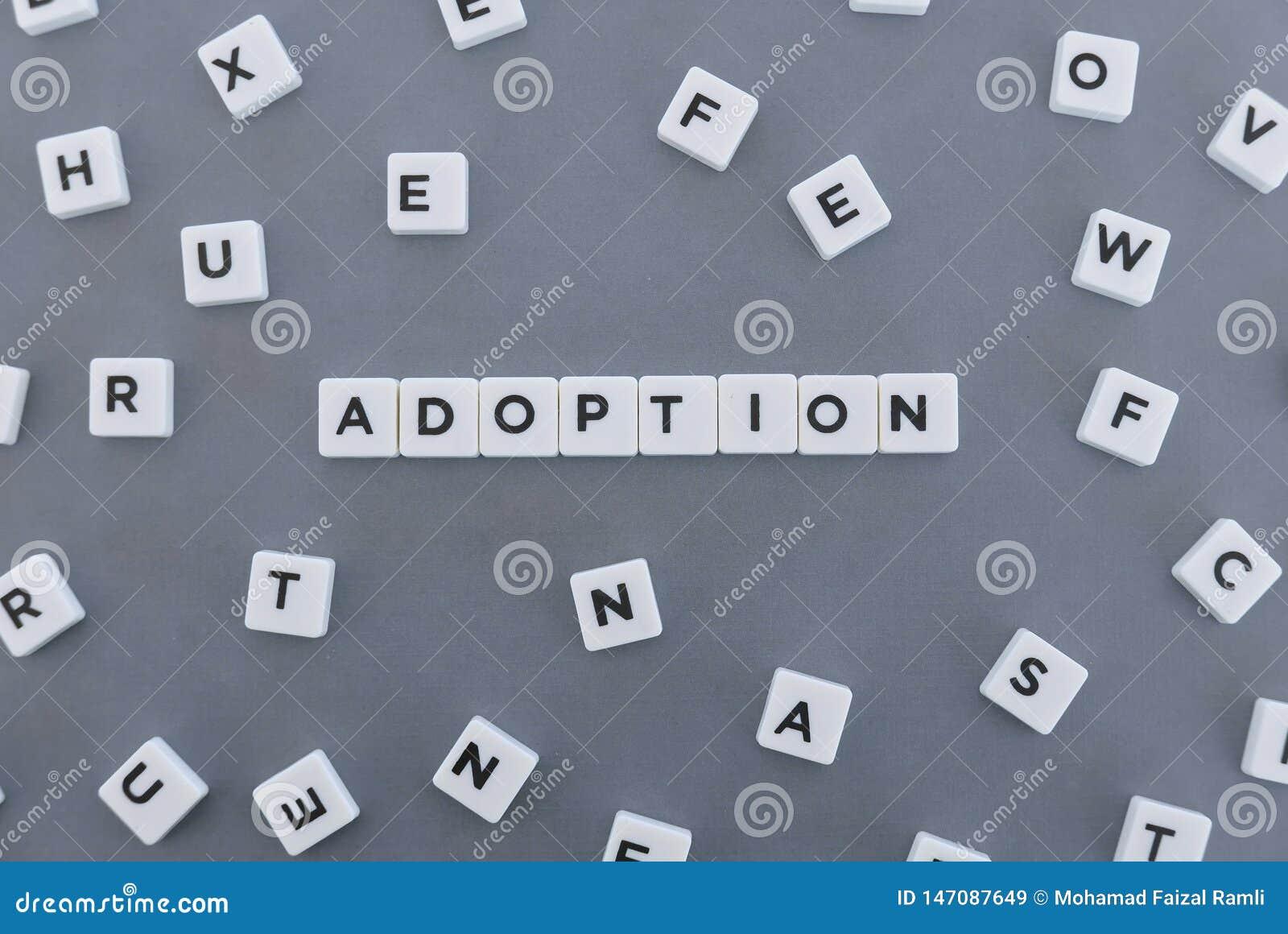 Mot d adoption fait en mot carr? de lettre sur le fond gris