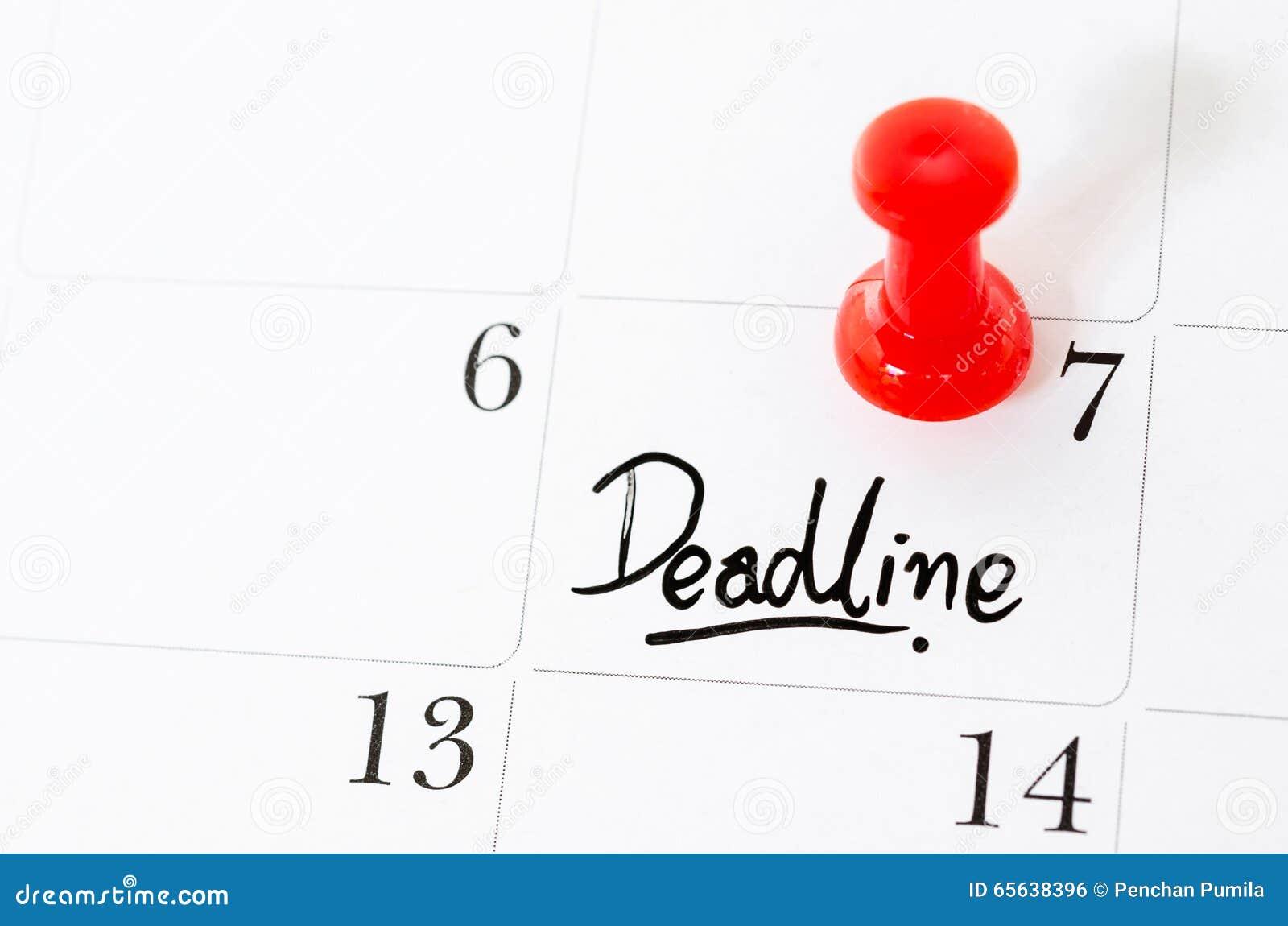 Mot de date-butoir écrit sur le calendrier