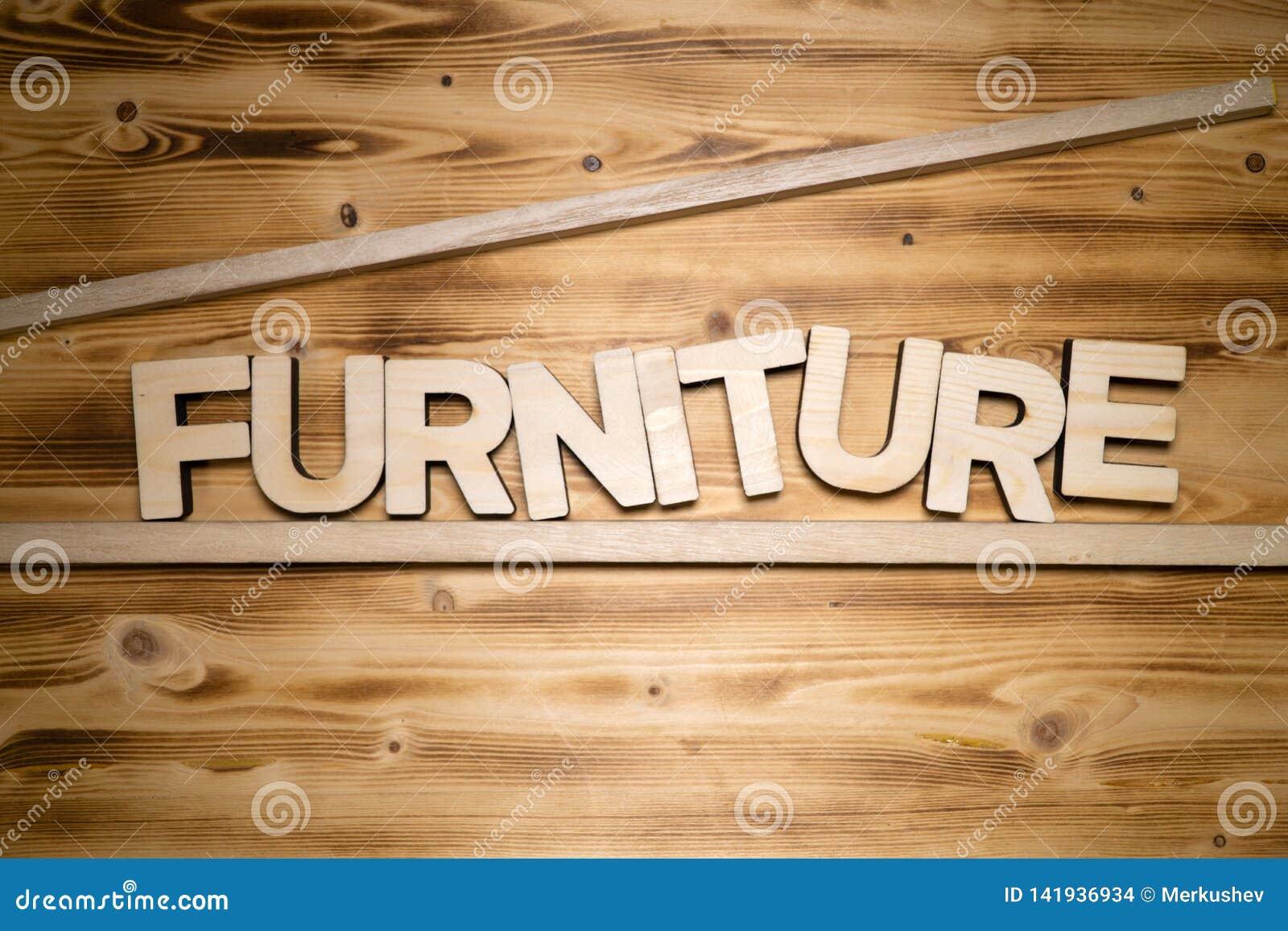 Mot de MEUBLES fait de lettres en bois sur le conseil en bois