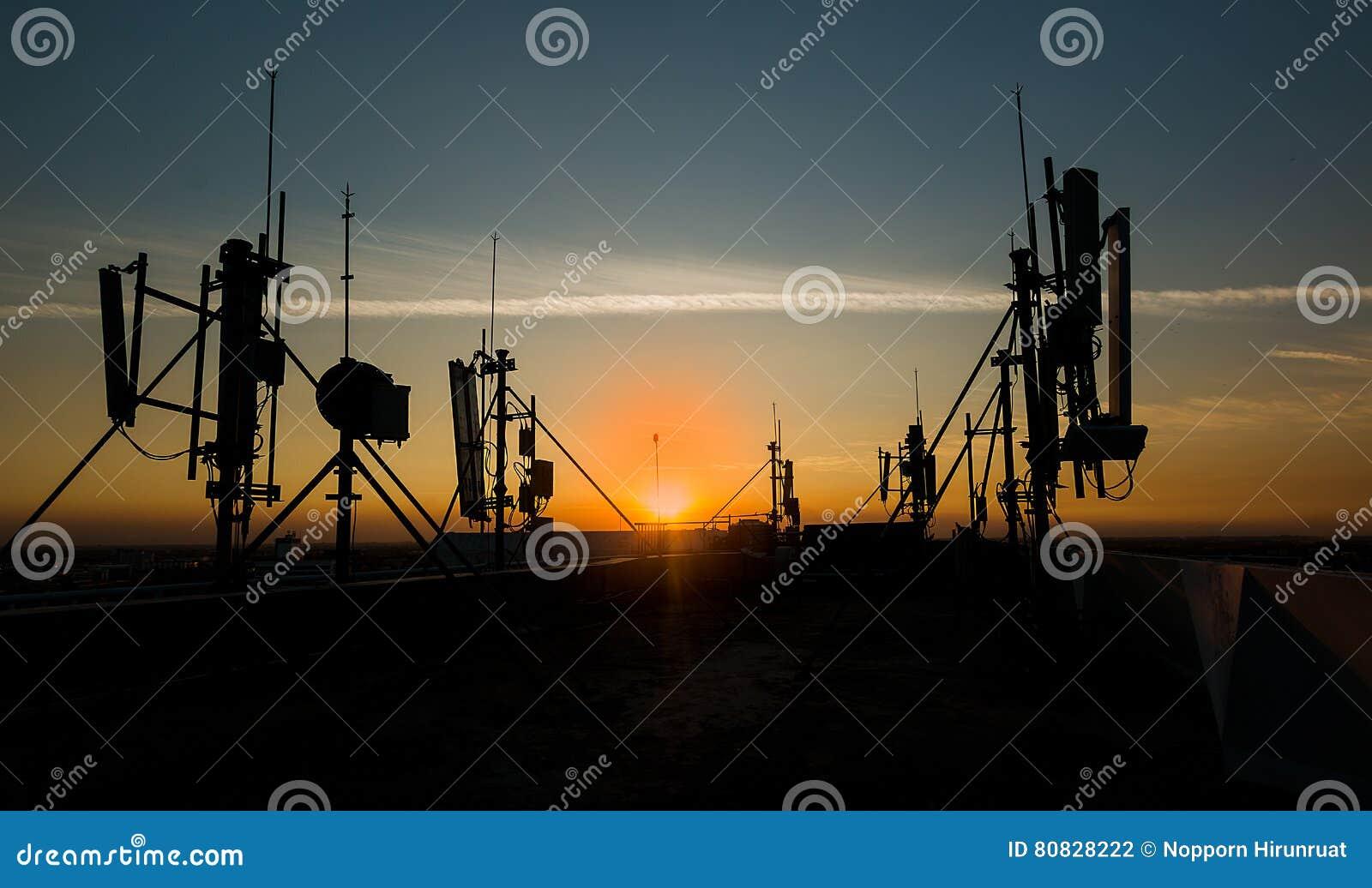 Mot den blåa kommunikationsskyen för antenner