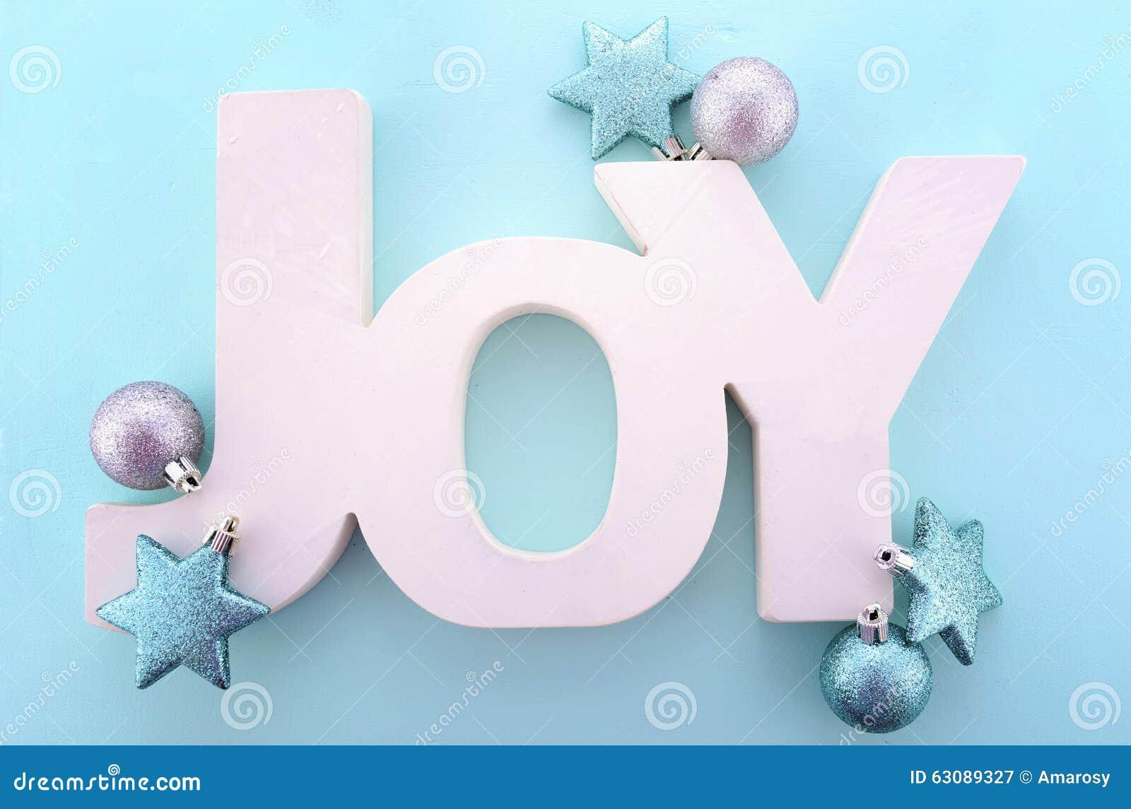Download Mot En Bois De Noël, Joie Sur Le Fond Bleu Image stock - Image du argent, décoration: 63089327