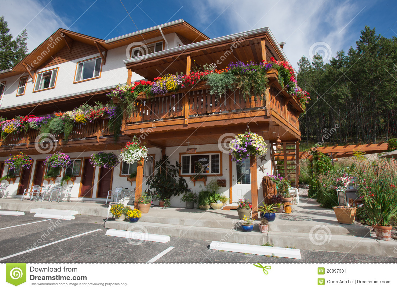 Motels In Kootenay National Park Stock Image - Image: 20897301