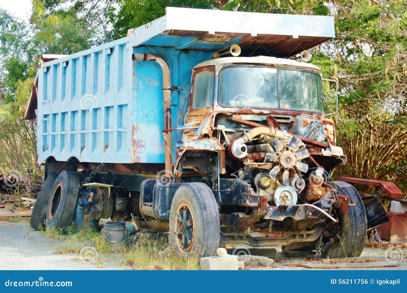moteur rouill de vieux camion photo stock image du affaiblissement abandonn 56211756. Black Bedroom Furniture Sets. Home Design Ideas