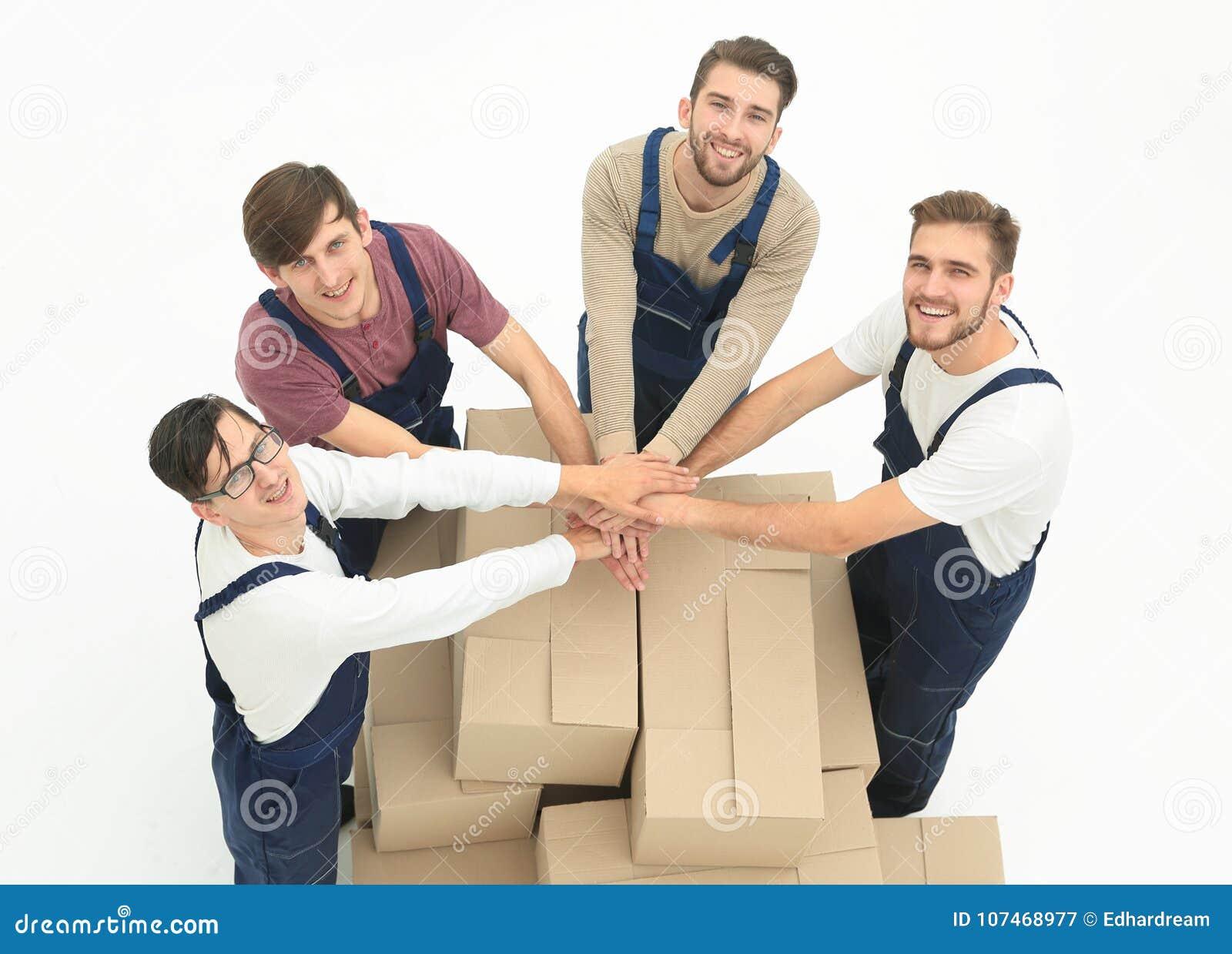 Moteurs de sourire heureux portant des boîtes, d isolement sur le backgroun blanc