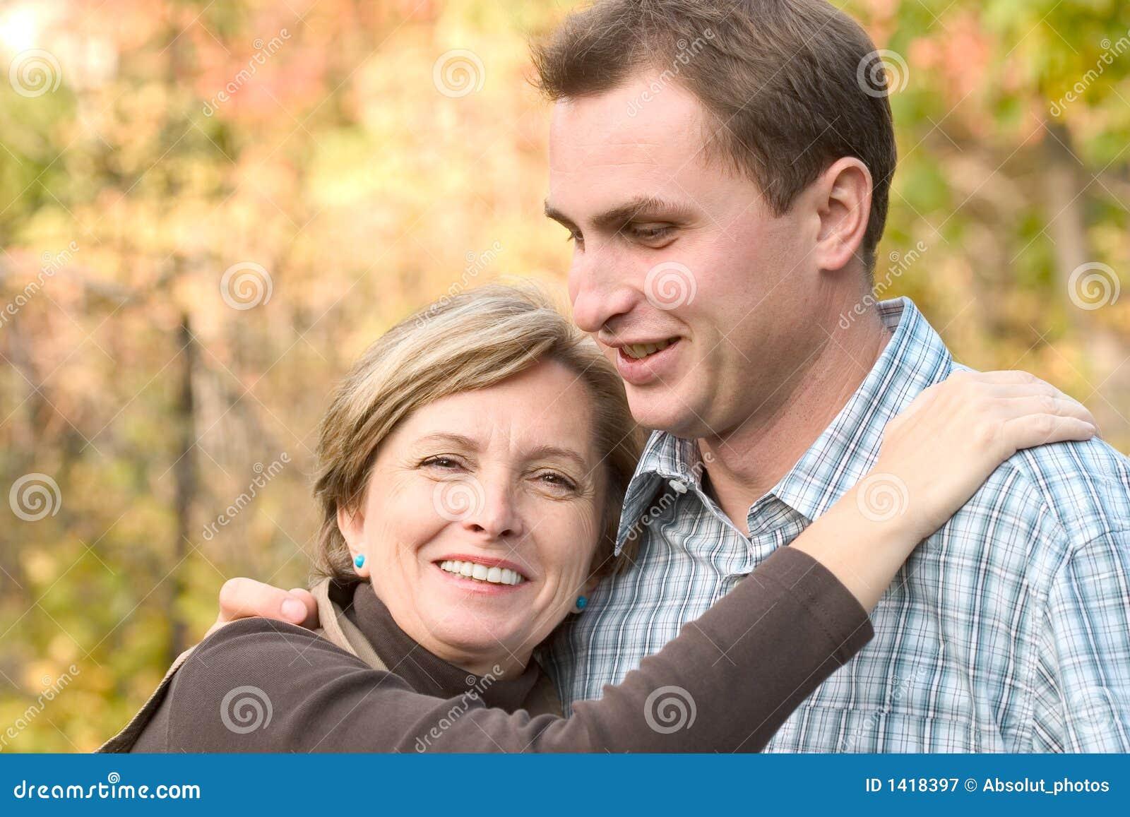 Фото мама и друг сын, Трахает мать друга (19 фото) 24 фотография