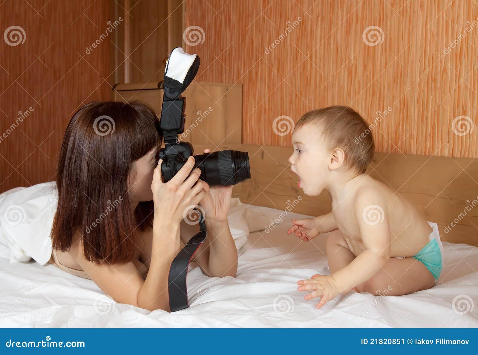 Сын фотографирует маму 12 фотография